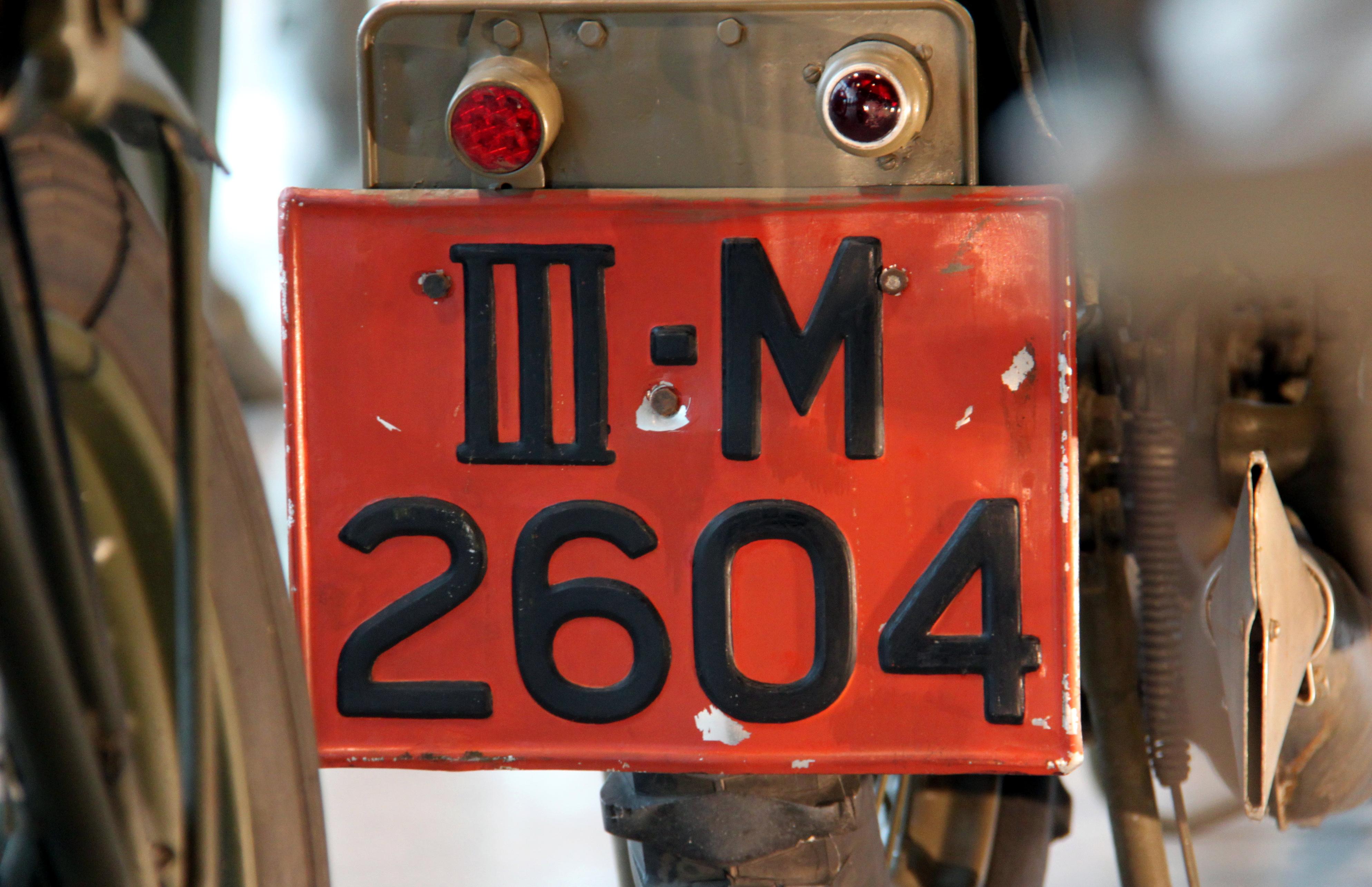 File:Nederlandse kentekenplaat III M 2604 Militair kenteken Cavelarie.jpg