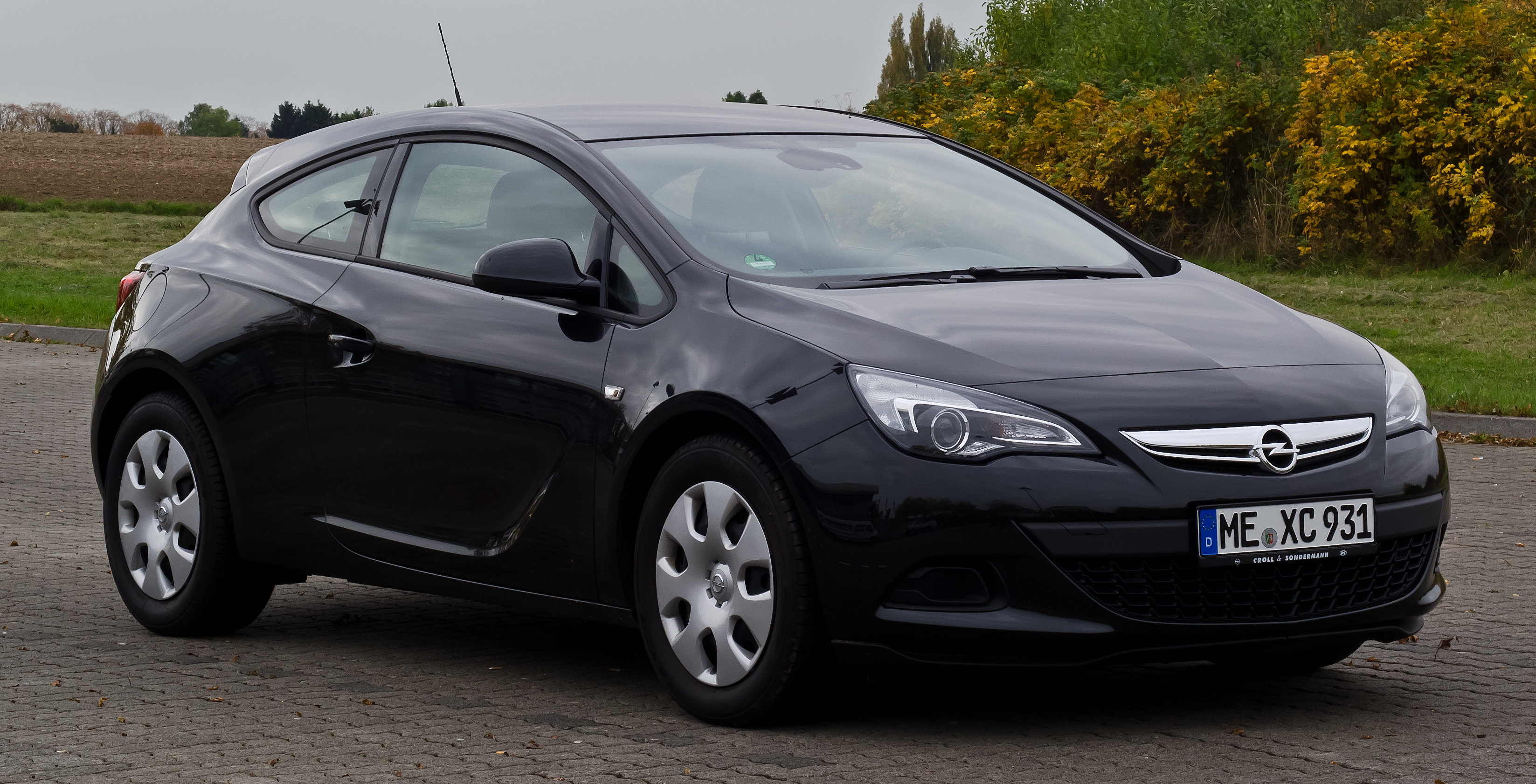 File:Opel Astra GTC 1.4 Turbo ecoFLEX Edition (J ...