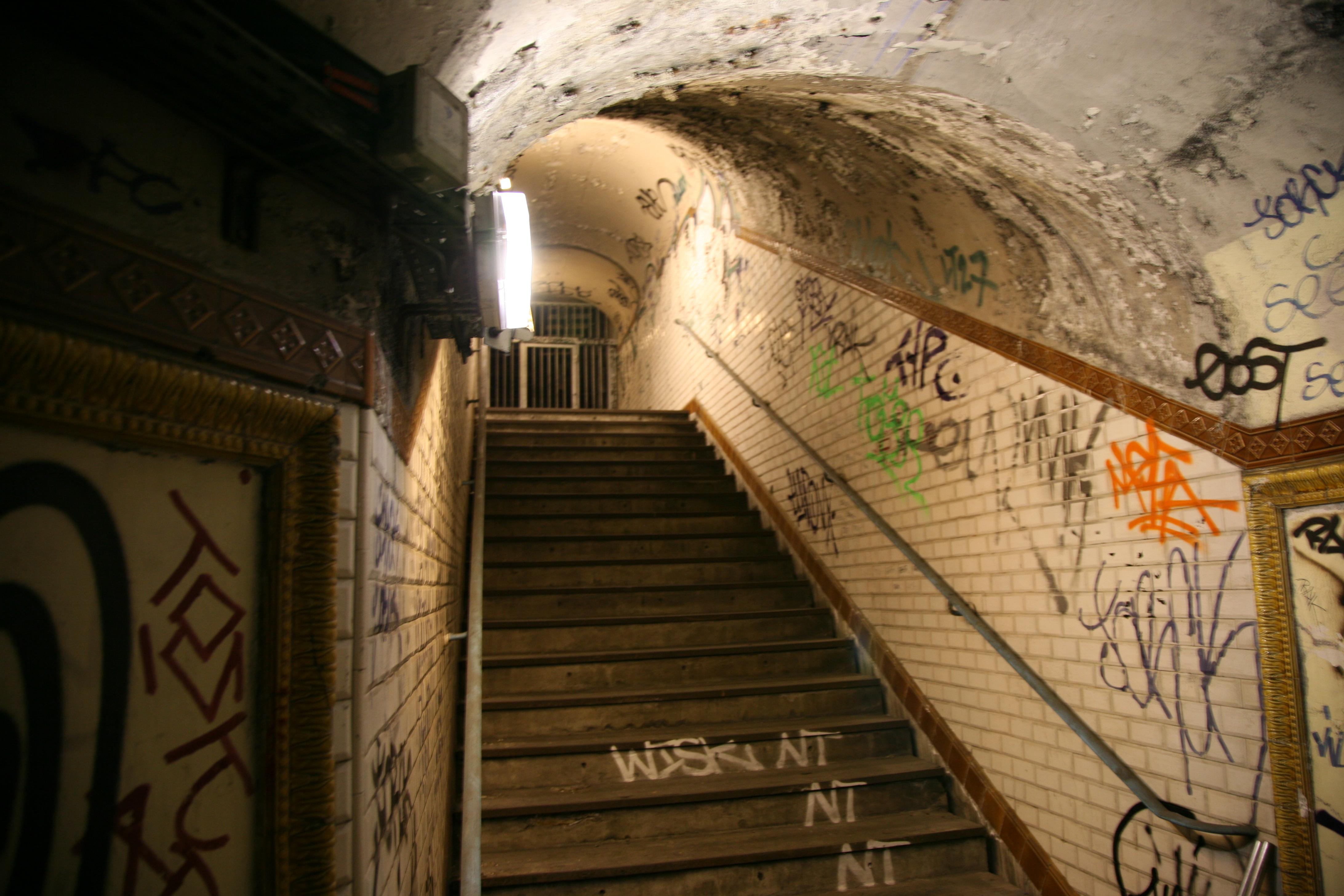 Le Treppenaufgang file ratp station croix installation x lenfer