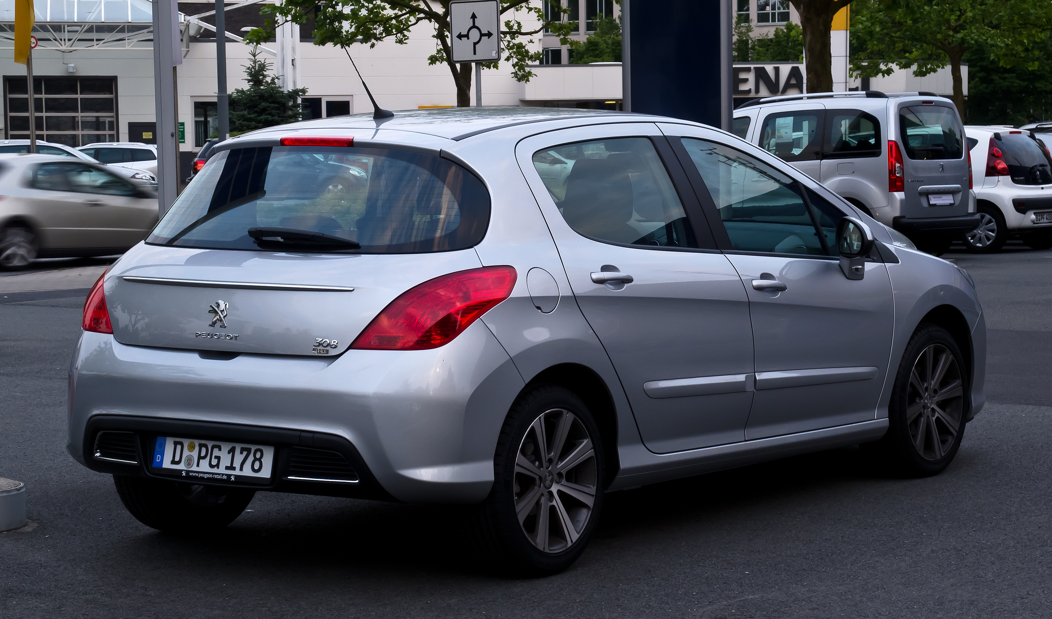 File:Peugeot 308 e-HDi FAP 110 STOP & START Active (Facelift ...