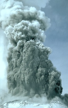 Fig. 7. Phreatic eruption, during spring 1980, at Mt. St. Helens, Washington state, USA (Wikipedia)