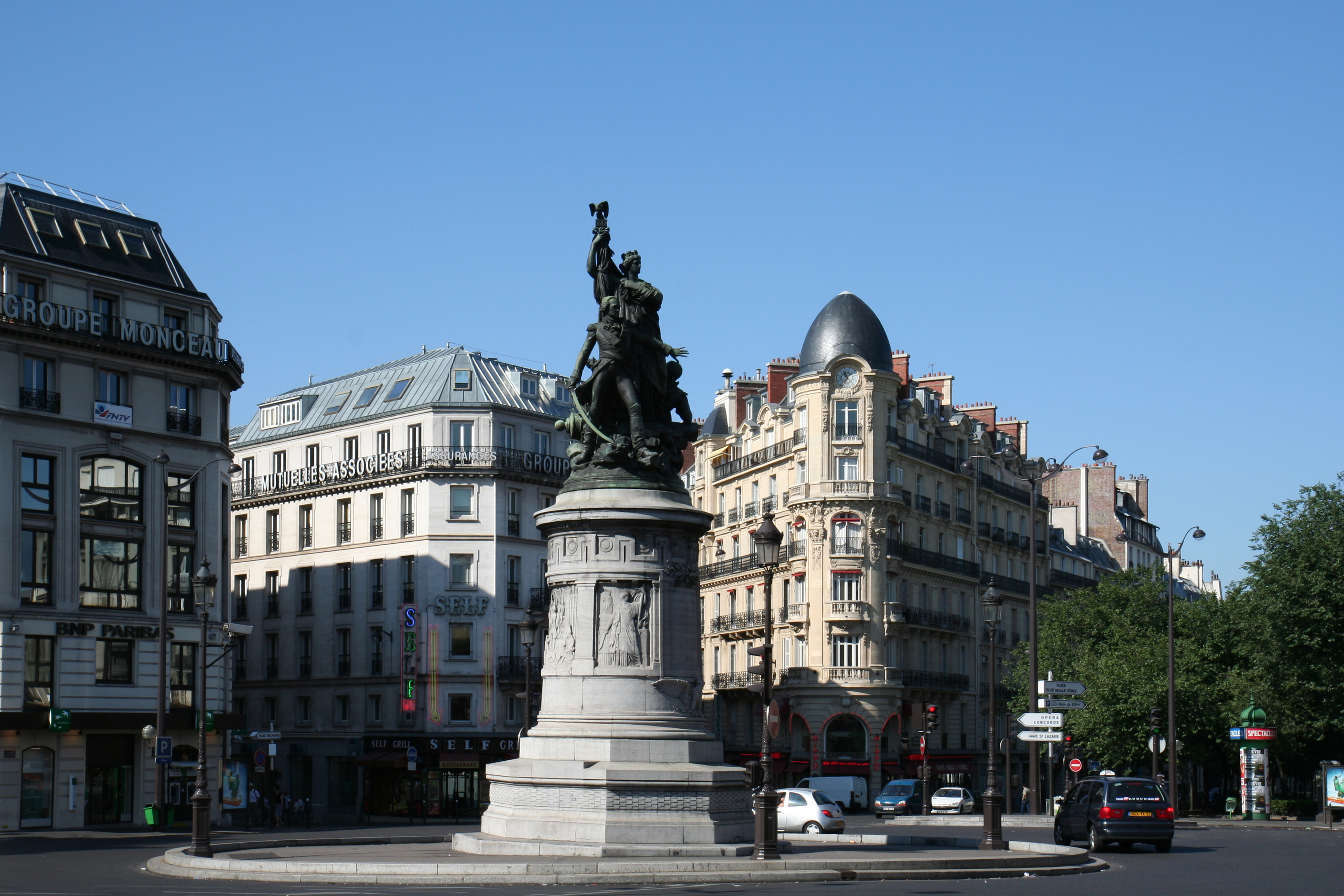 File place de clichy and monument of mar chal moncey for Place de clichy castorama