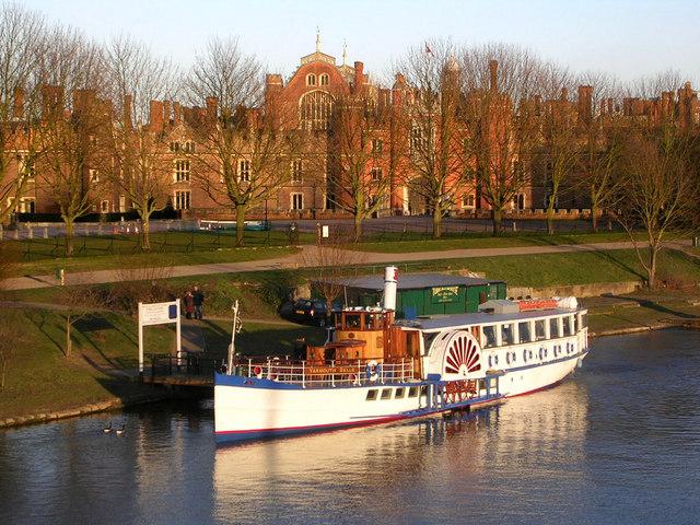 Riverboat at Hampton Court Palace - geograph.org.uk - 587478