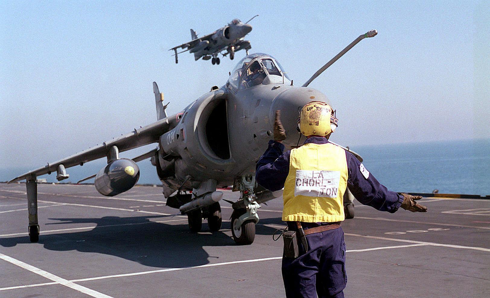 File:Sea Harriers landing on HMS Illustrious (R06) 1998.JPEG ...