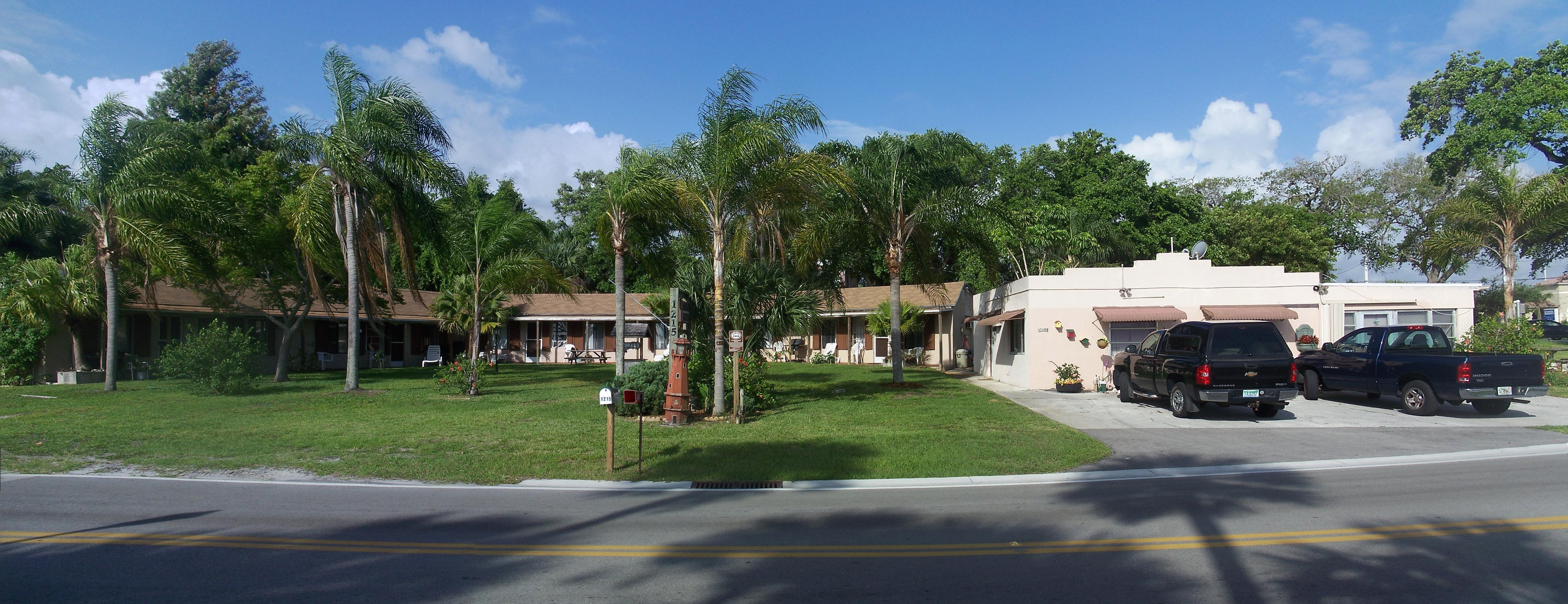 File:Sebastian FL East HD Harbor Light Motel Pano01 Gallery