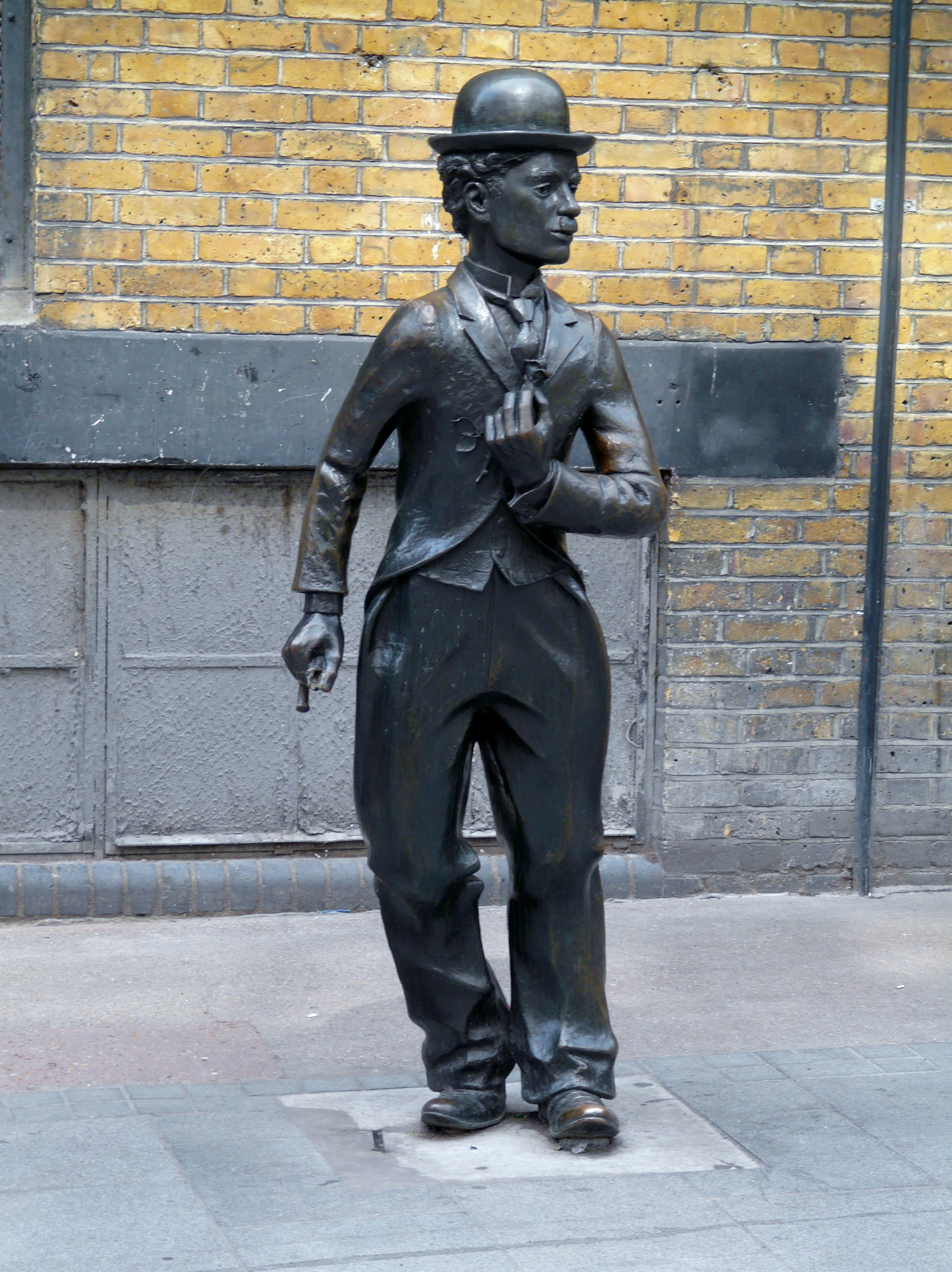 File:Statue of Charlie...