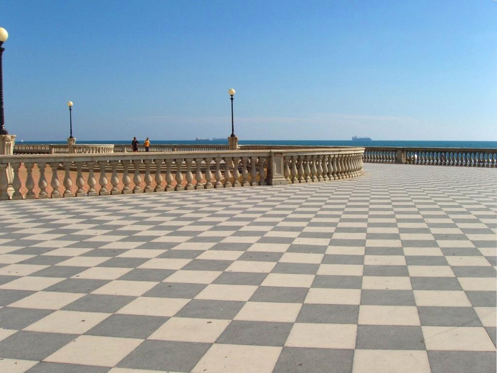 File:Terrazza Mascagni, Livorno.jpg - Wikimedia Commons