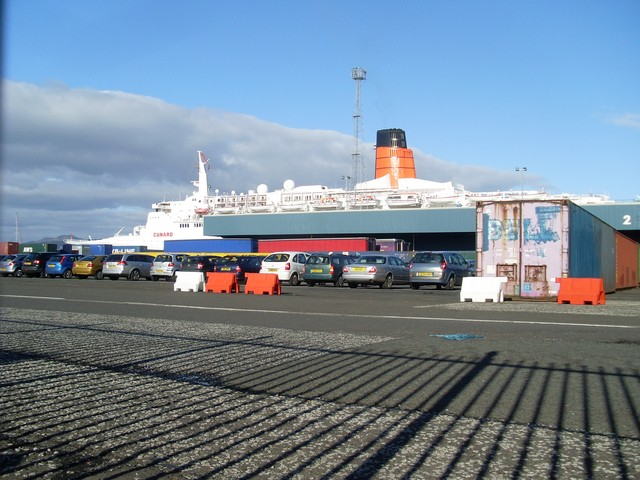 File:The QE2 beyond Greenock Container Terminal - geograph.org.uk - 994024.jpg