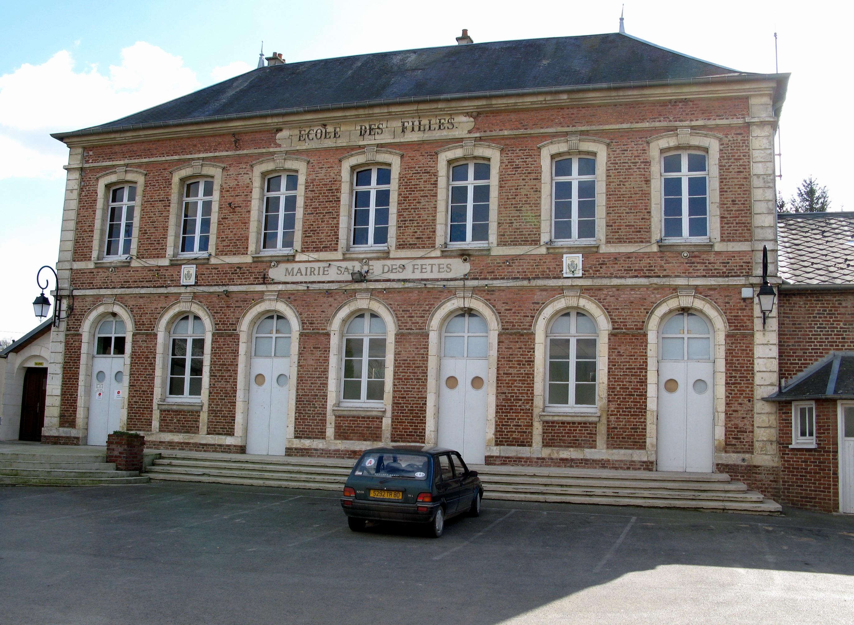 http://upload.wikimedia.org/wikipedia/commons/8/8a/Toutencourt_mairie_1.jpg