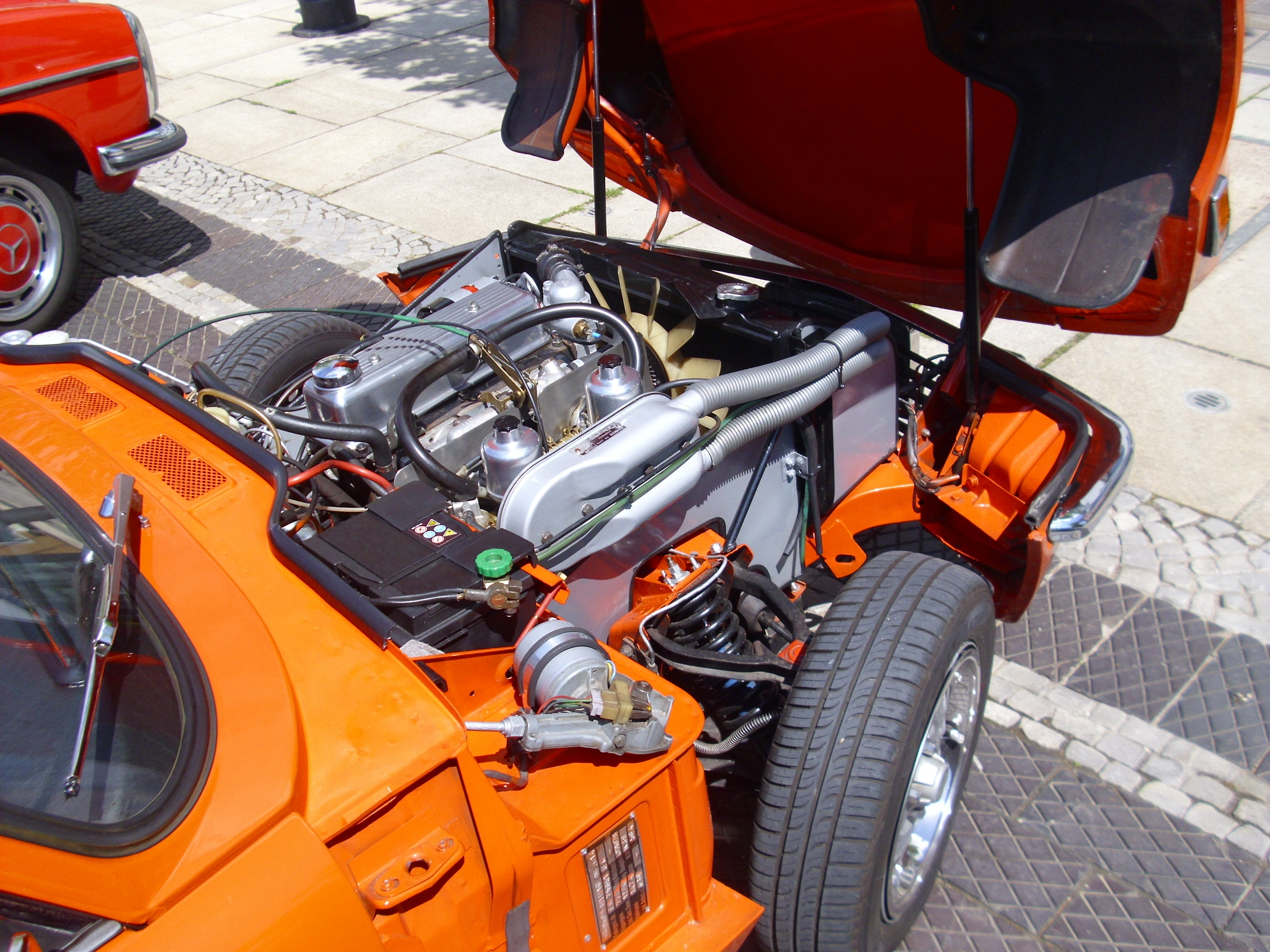 File Triumph Spitfire 1500 engine on universal motor
