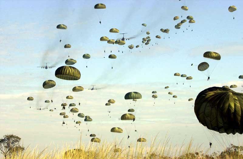 Bonne fête de Saint Michel US_paratroopers_jump_into_Australia