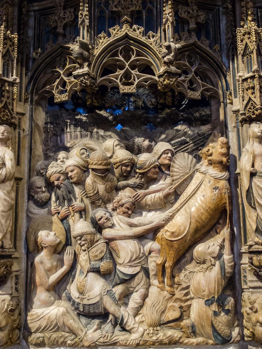 https://upload.wikimedia.org/wikipedia/commons/8/8a/WLM14ES_-_Tarragona_Catedral_de_Tarragona_Interior_00041_-_.jpg