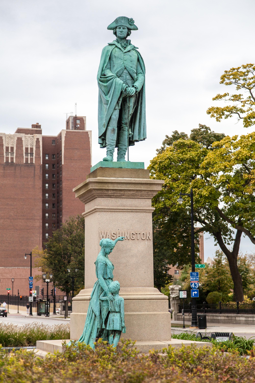 That Large White Sculpture In Milwaukee >> Washington Monument Milwaukee Wikipedia