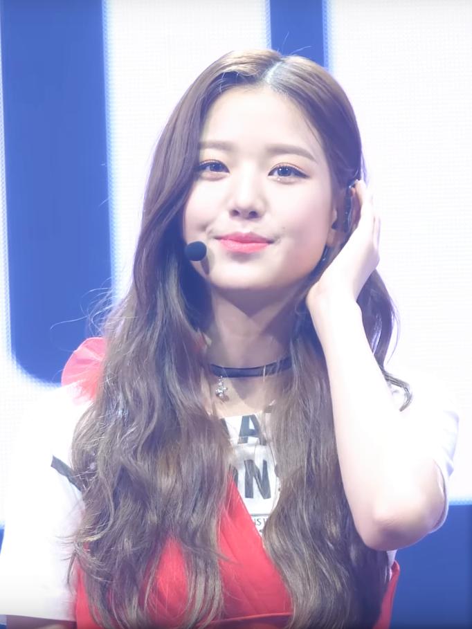 181029 IZ*ONE Wonyoung 01.png