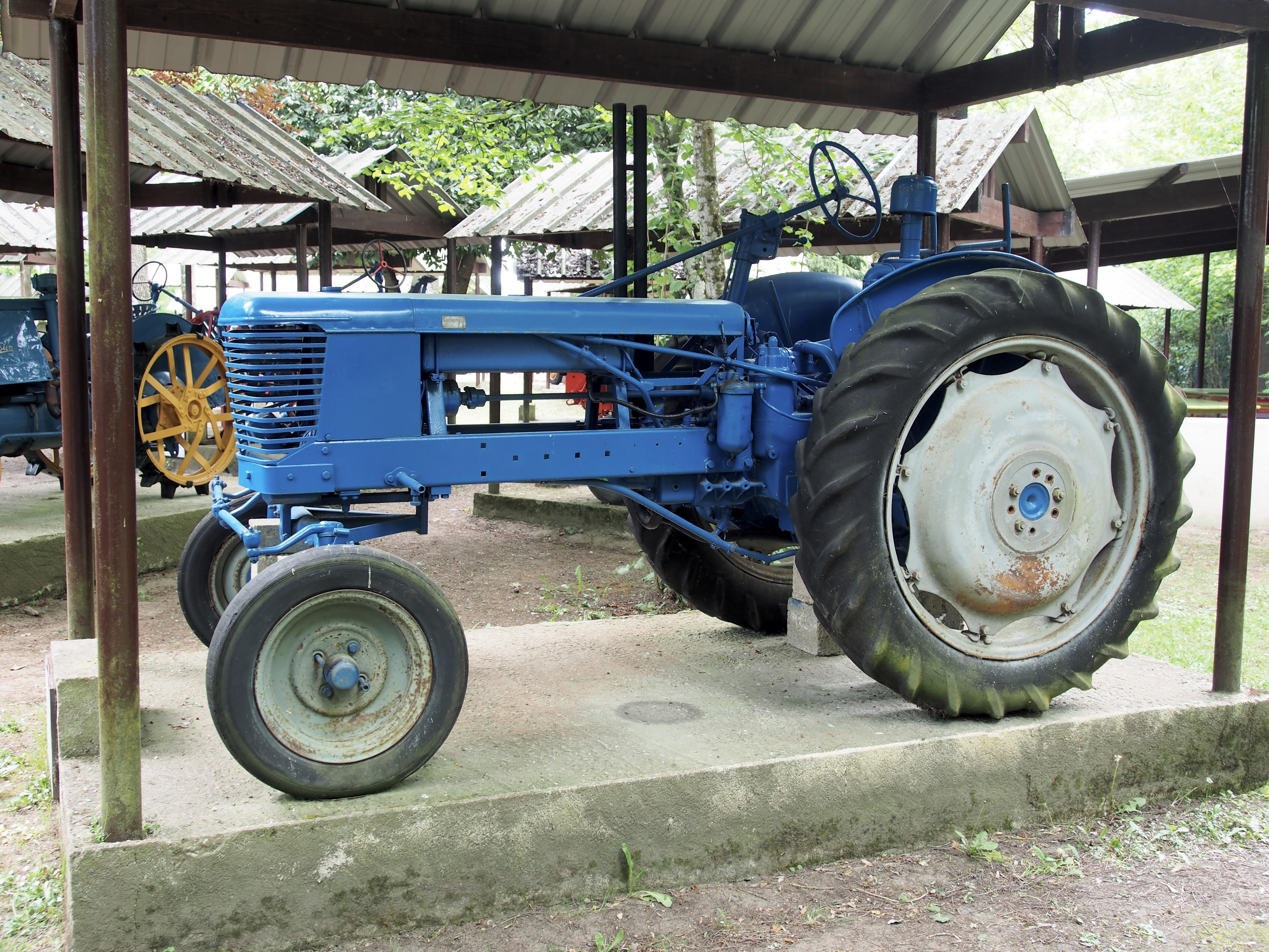 Datei:1950 tracteur Sift H30, Musée Maurice Dufresne photo 2.jpg ...