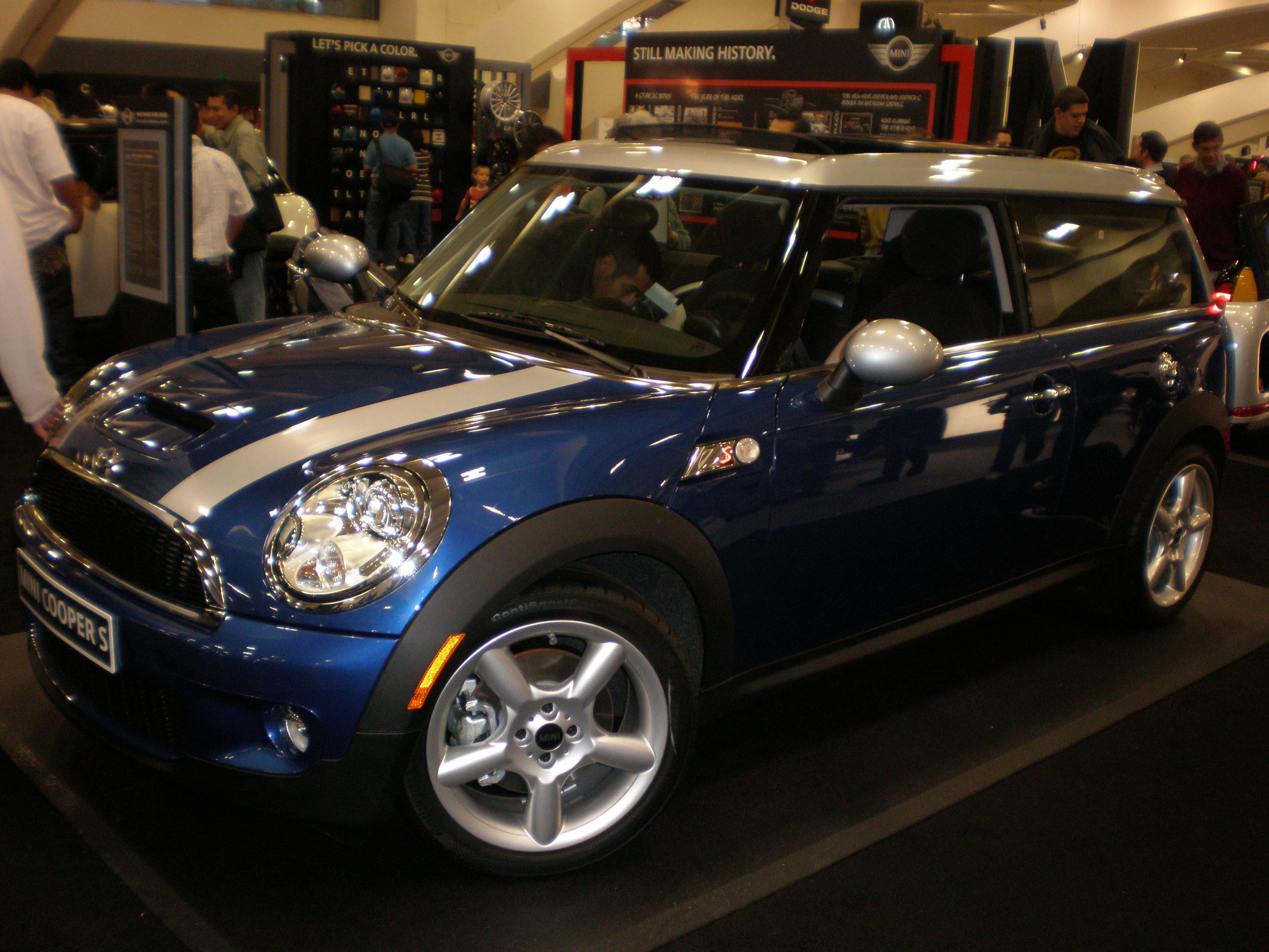 file 2009 blue mini cooper s clubman left side jpg wikimedia commons. Black Bedroom Furniture Sets. Home Design Ideas