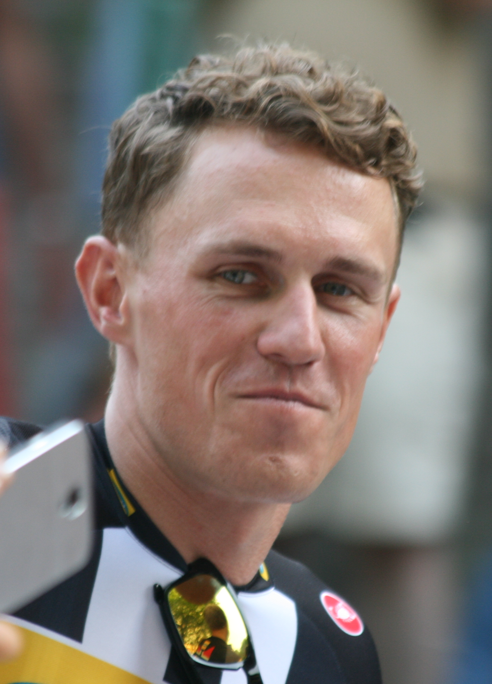 The 34-year old son of father (?) and mother(?) Serge Pauwels in 2018 photo. Serge Pauwels earned a  million dollar salary - leaving the net worth at 0.7 million in 2018