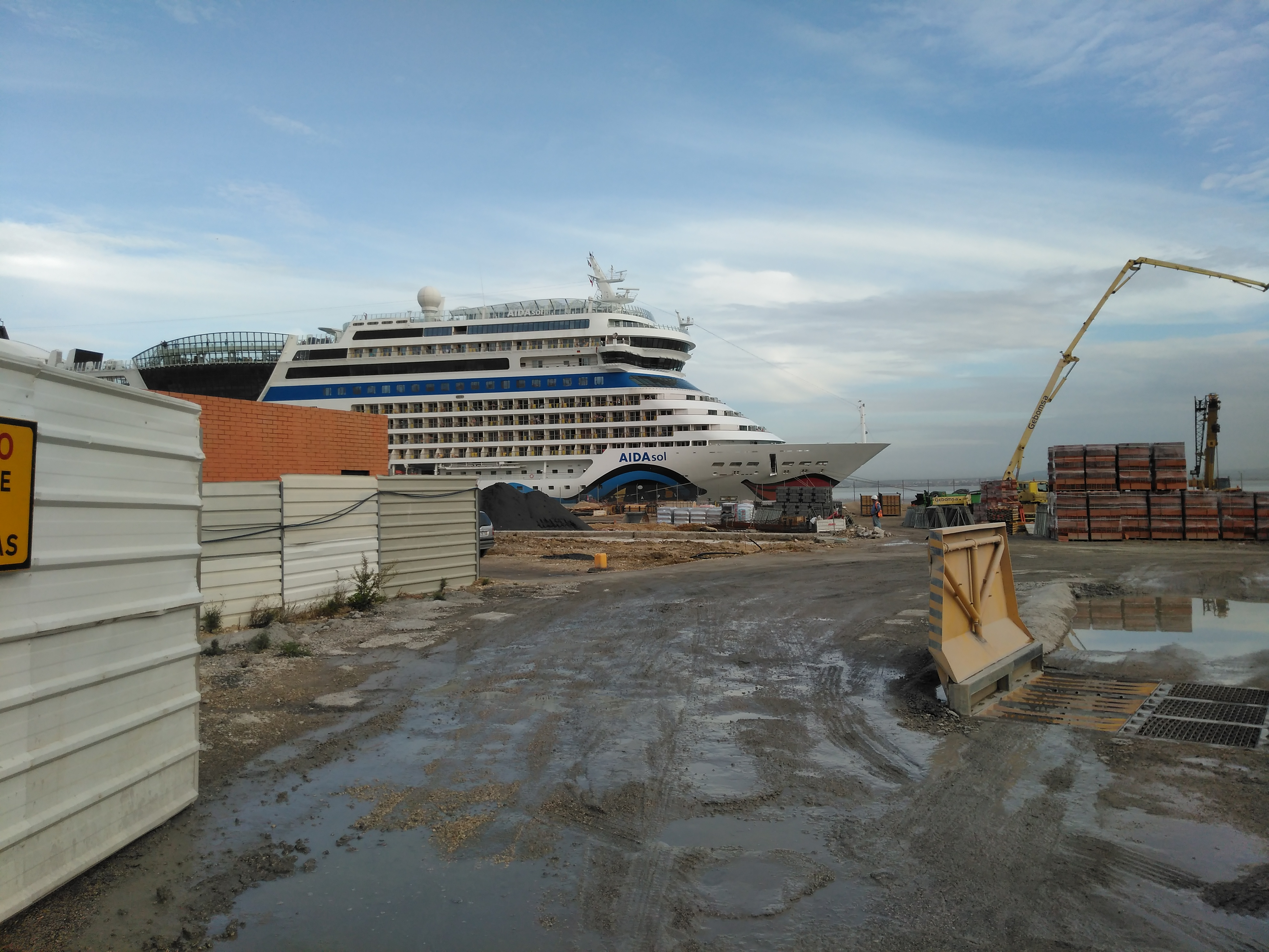 FileAIDAsol Near The New Lisbon Cruise Terminaljpg Wikimedia - Lisbon cruise ship port