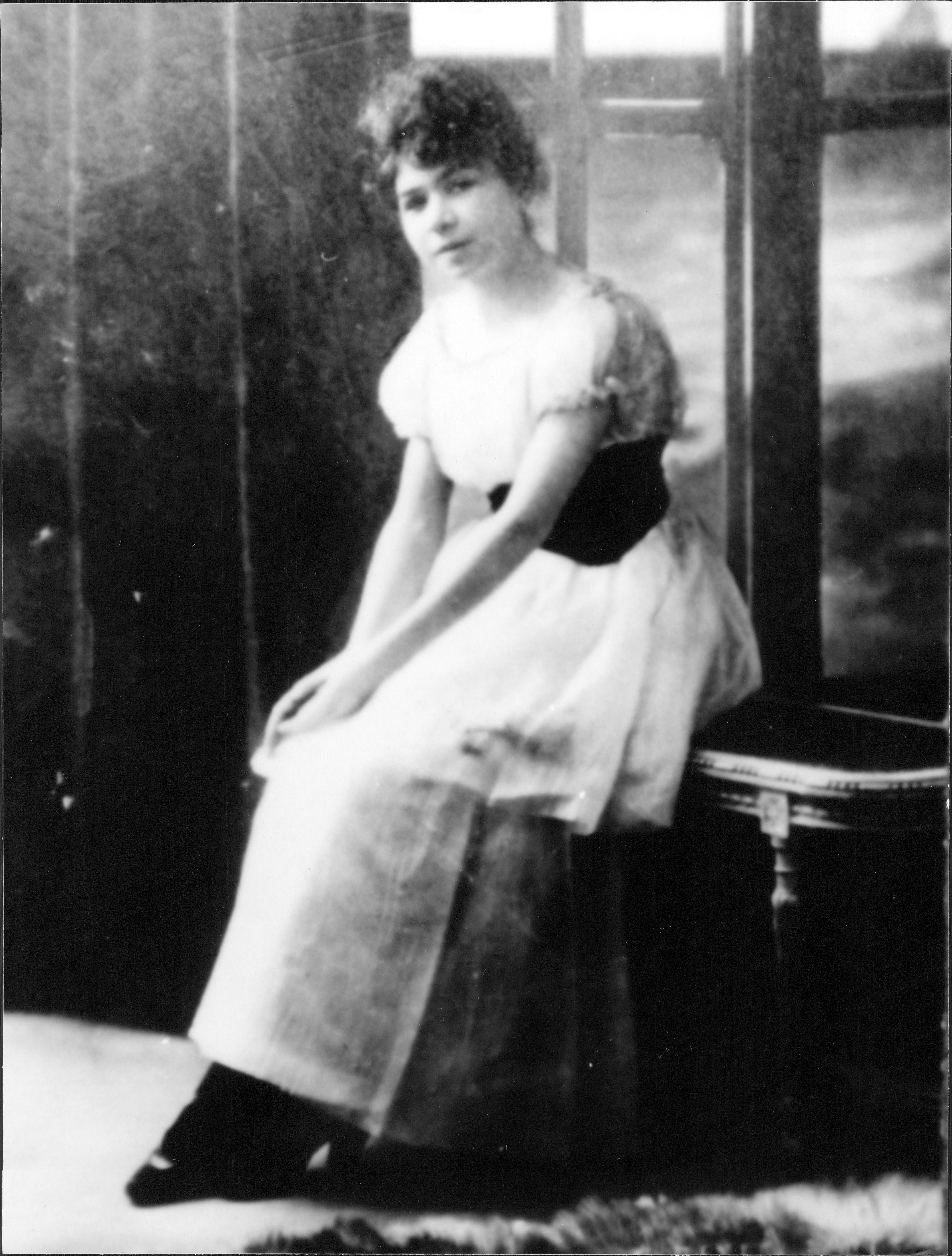 Alfonsina Storni a los 24 años cuando publicó La inquietud del rosal.
