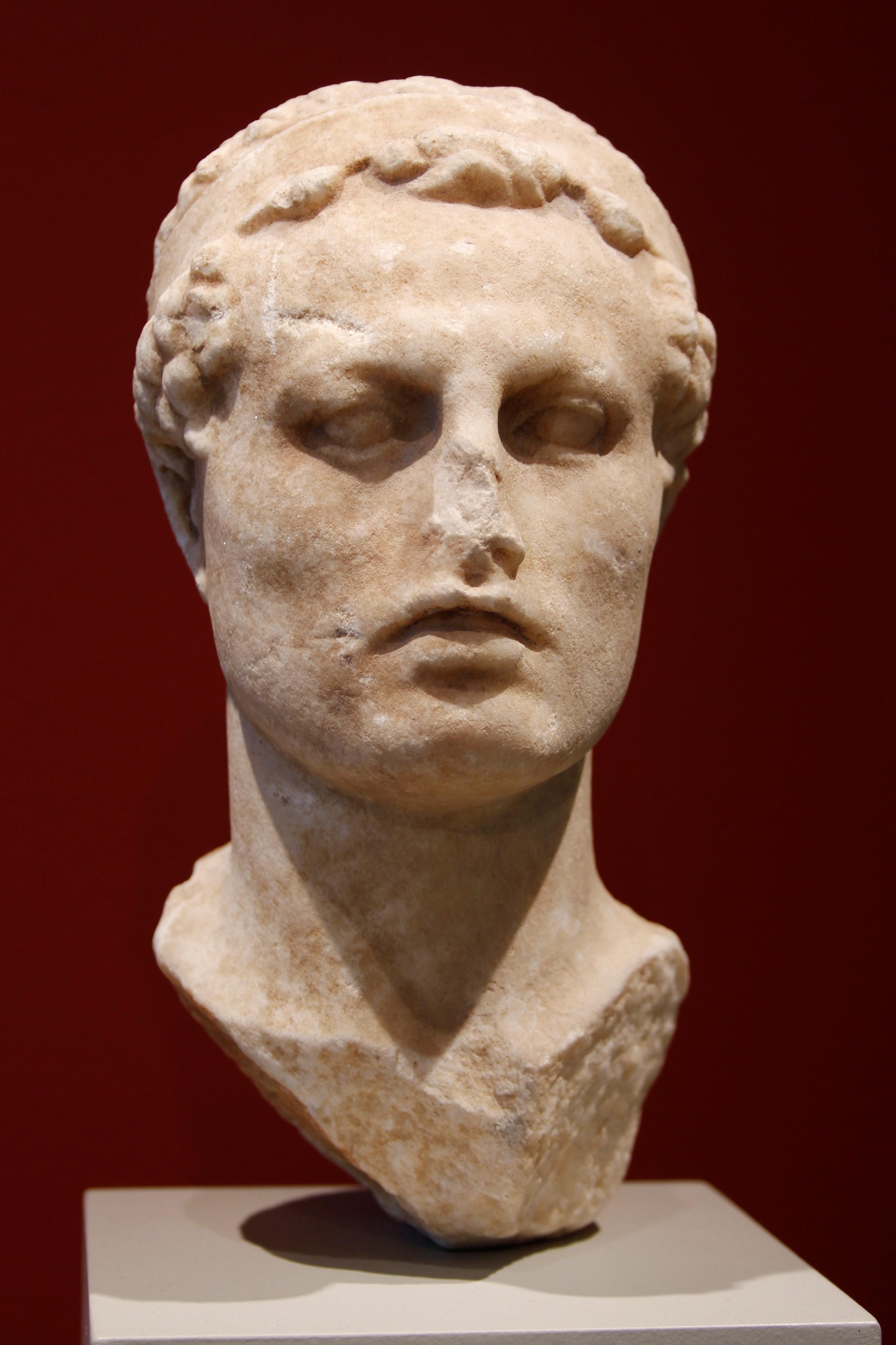 AE33 de Antíoco IV Epífanes. Águila ptolemaica sobre rayo. Antioquía Antiochus_IV_Epiphanes_-_Altes_Museum_-_Berlin_-_Germany_2017