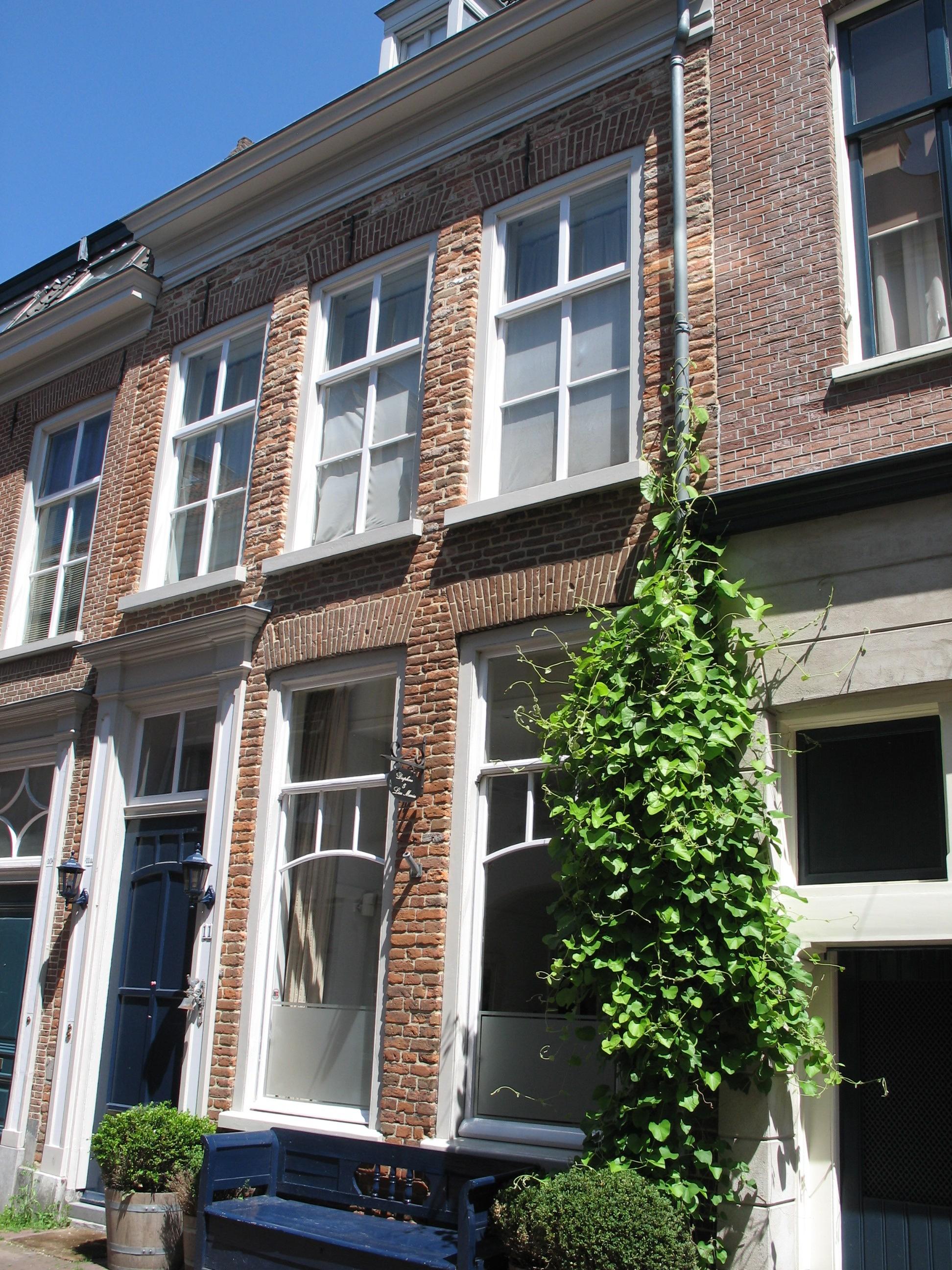 Huis met gevel opgetrokken uit 16e eeuwse moppen onder for Lijst inrichting huis