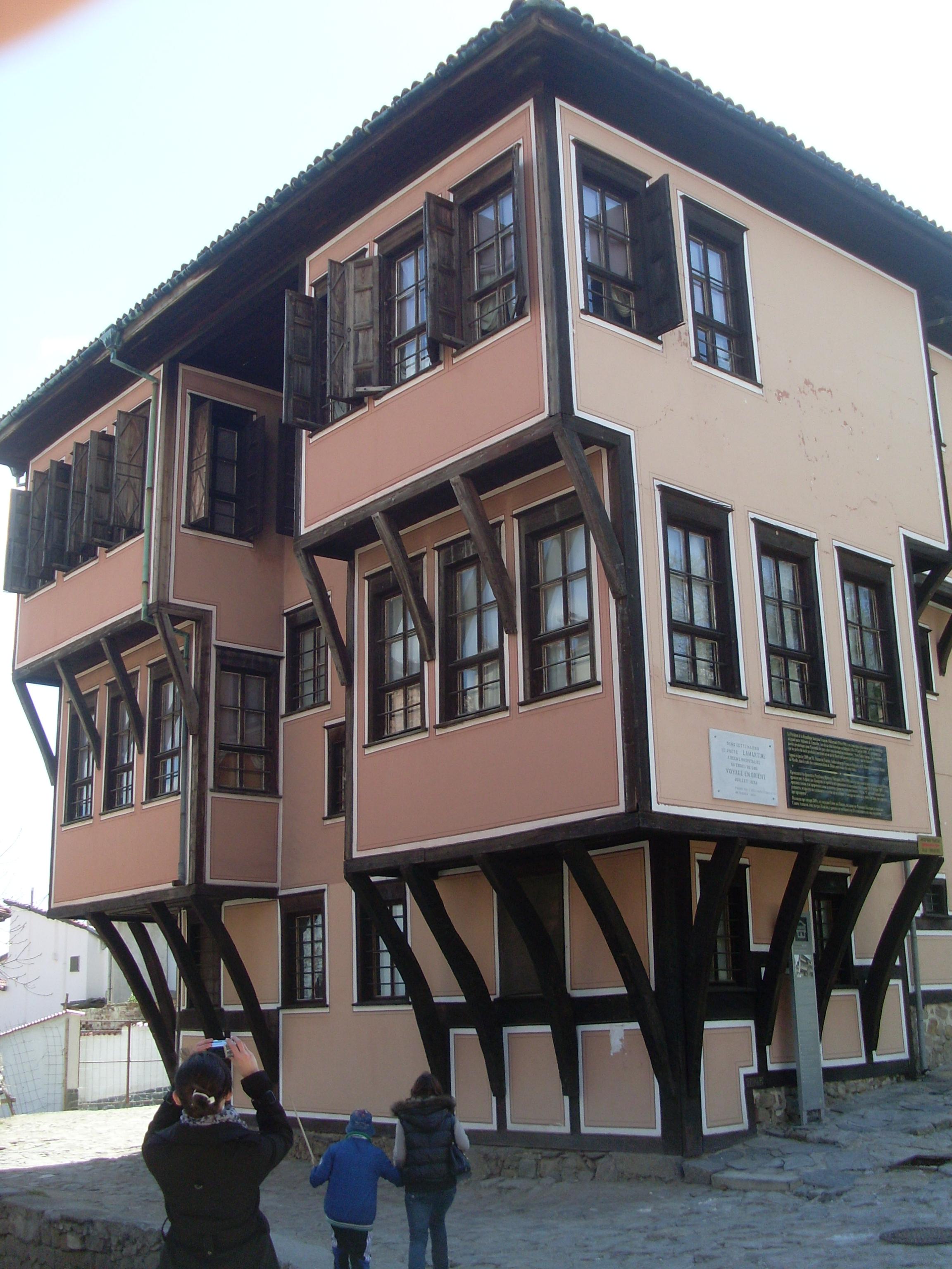 File arquitectura tradicional en plovdiv fachada for Fachada tradicional