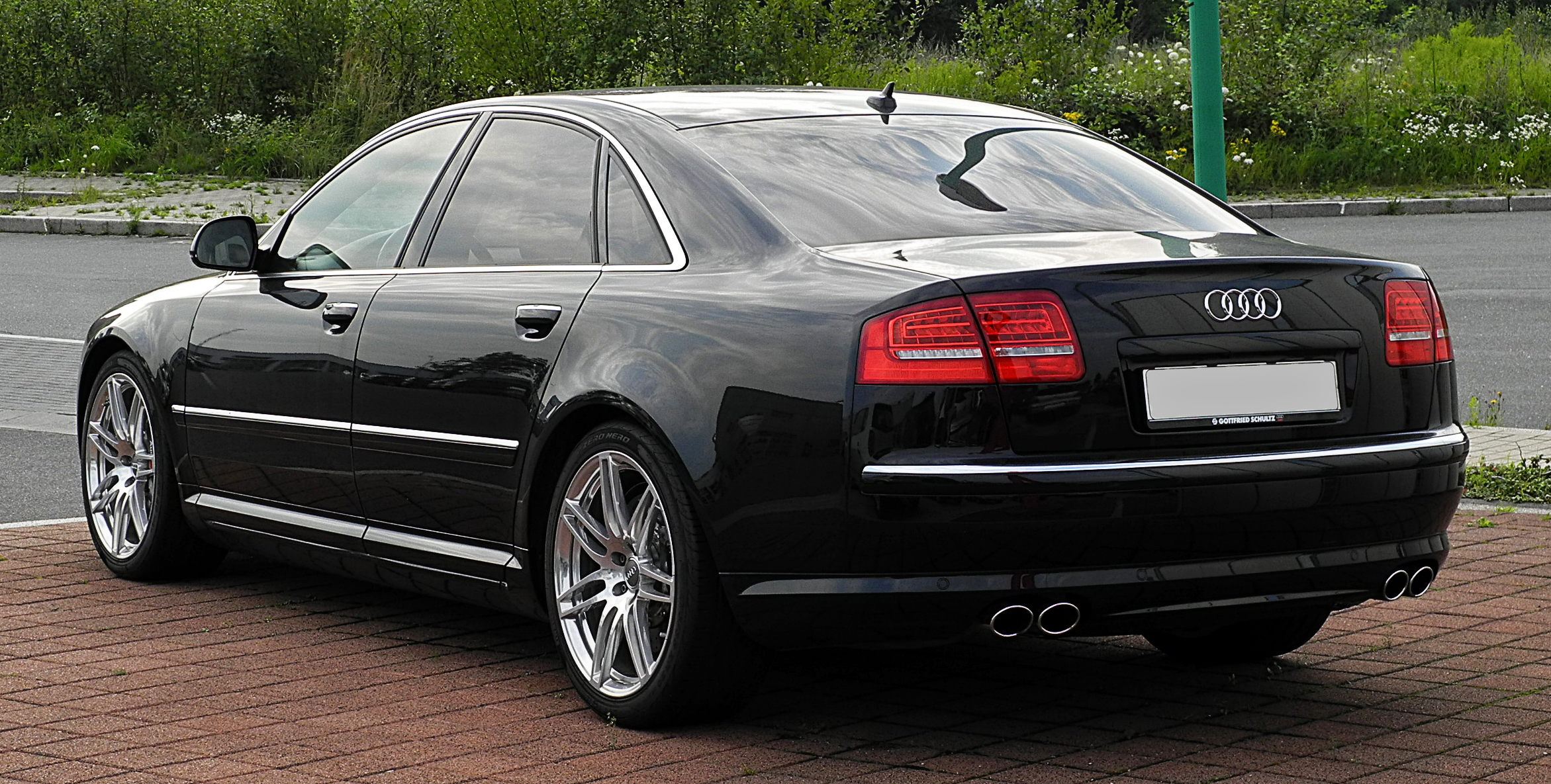 File:Audi S8 (D3, 2. Facelift) – Heckansicht, 21. Juli 2011, Velbert