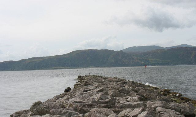 File:Breakwater on the West Shore - geograph.org.uk - 1210469.jpg