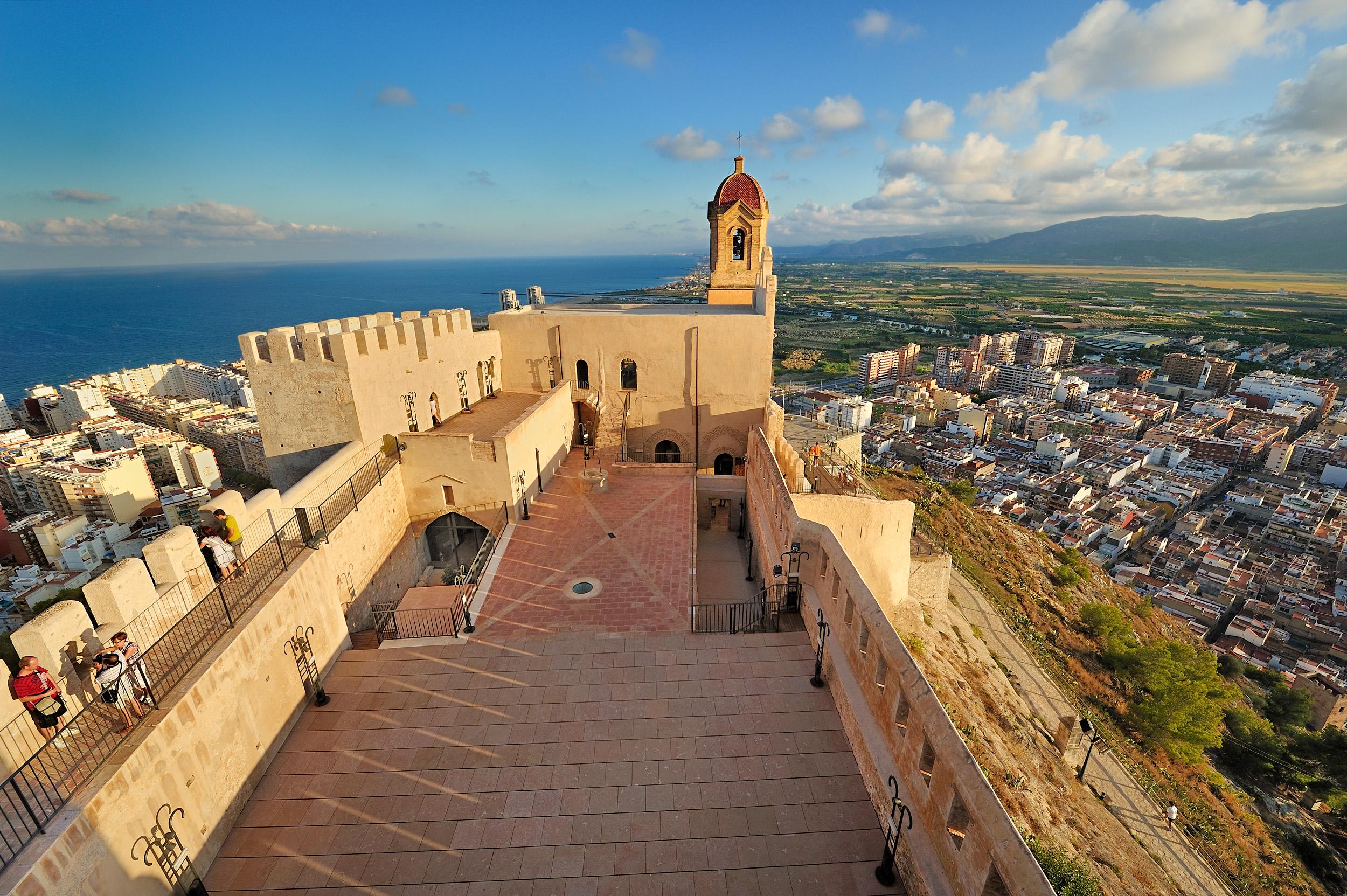 Archivo:Castillo de Cullera.jpg - Wikipedia, la enciclopedia libre