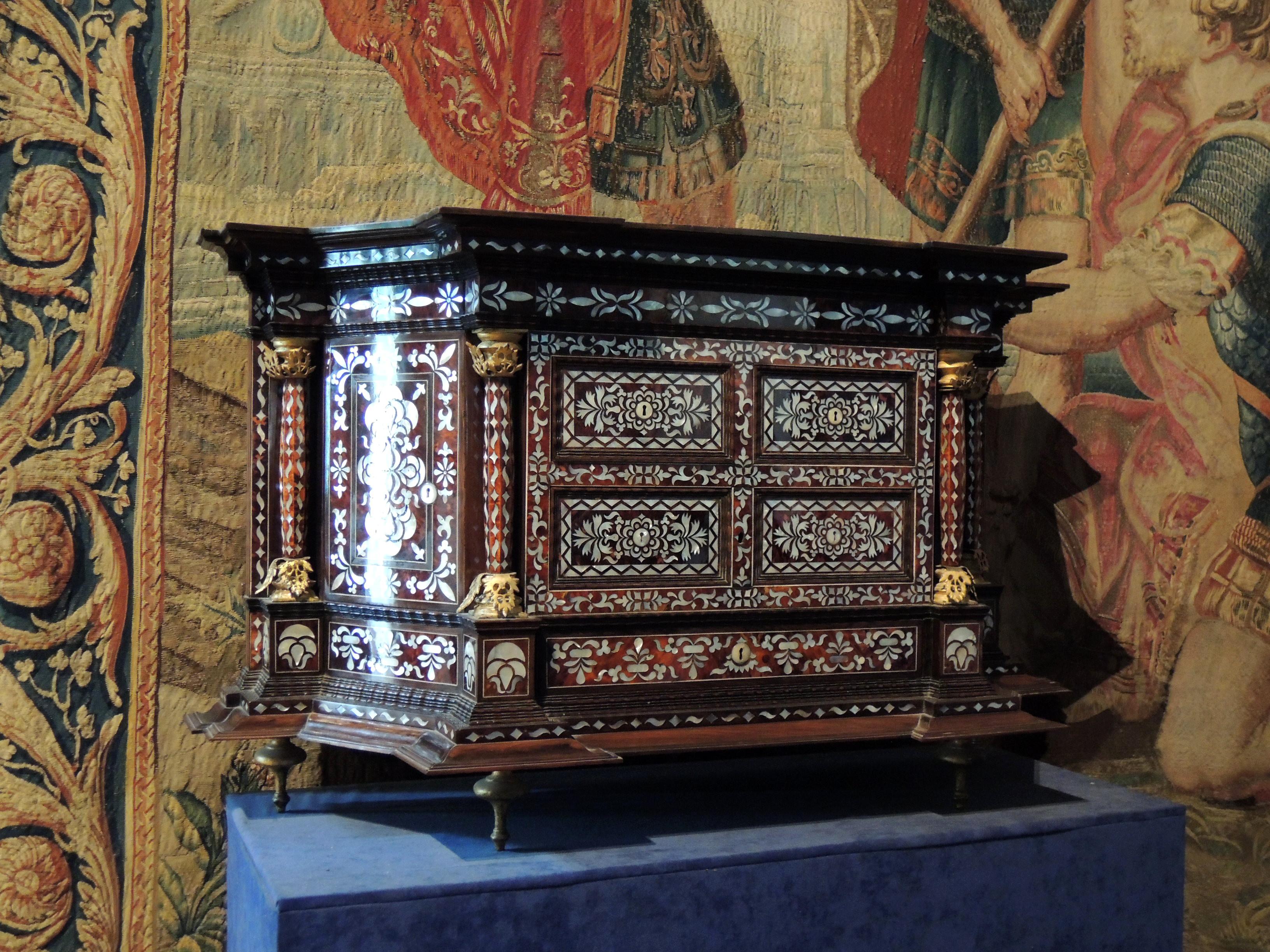 File chambord chambre de la reine cabinet en nacre jpg for Chambre de la reine