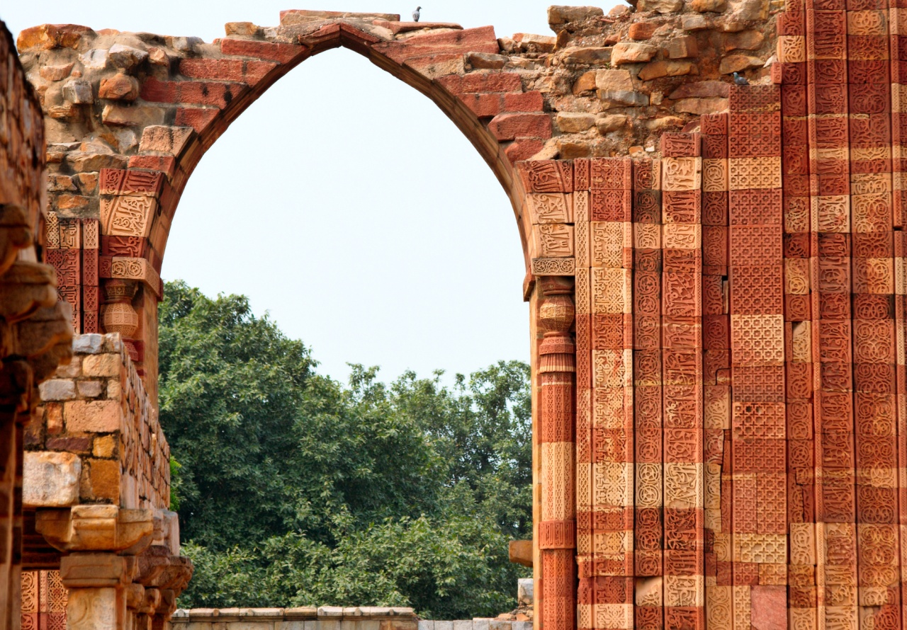 File:Details of arched... Quwwat Ul Islam Mosque
