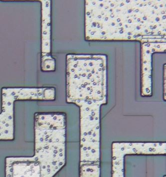 Die photo of double emitter NPN transistor from a Signetics 54S00 chip.