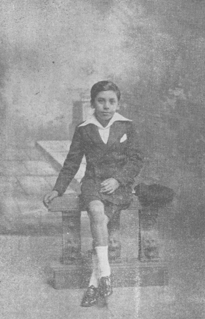 """Vicente Bianchi inició su carrera artística en el programa radial """"El Abuelito"""" de Radio Hucke de Santiago, donde fue el director de la orquesta infantil. Fotografía de 1934."""