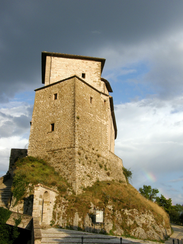 File frontone castello marche italia for Castello di frontone