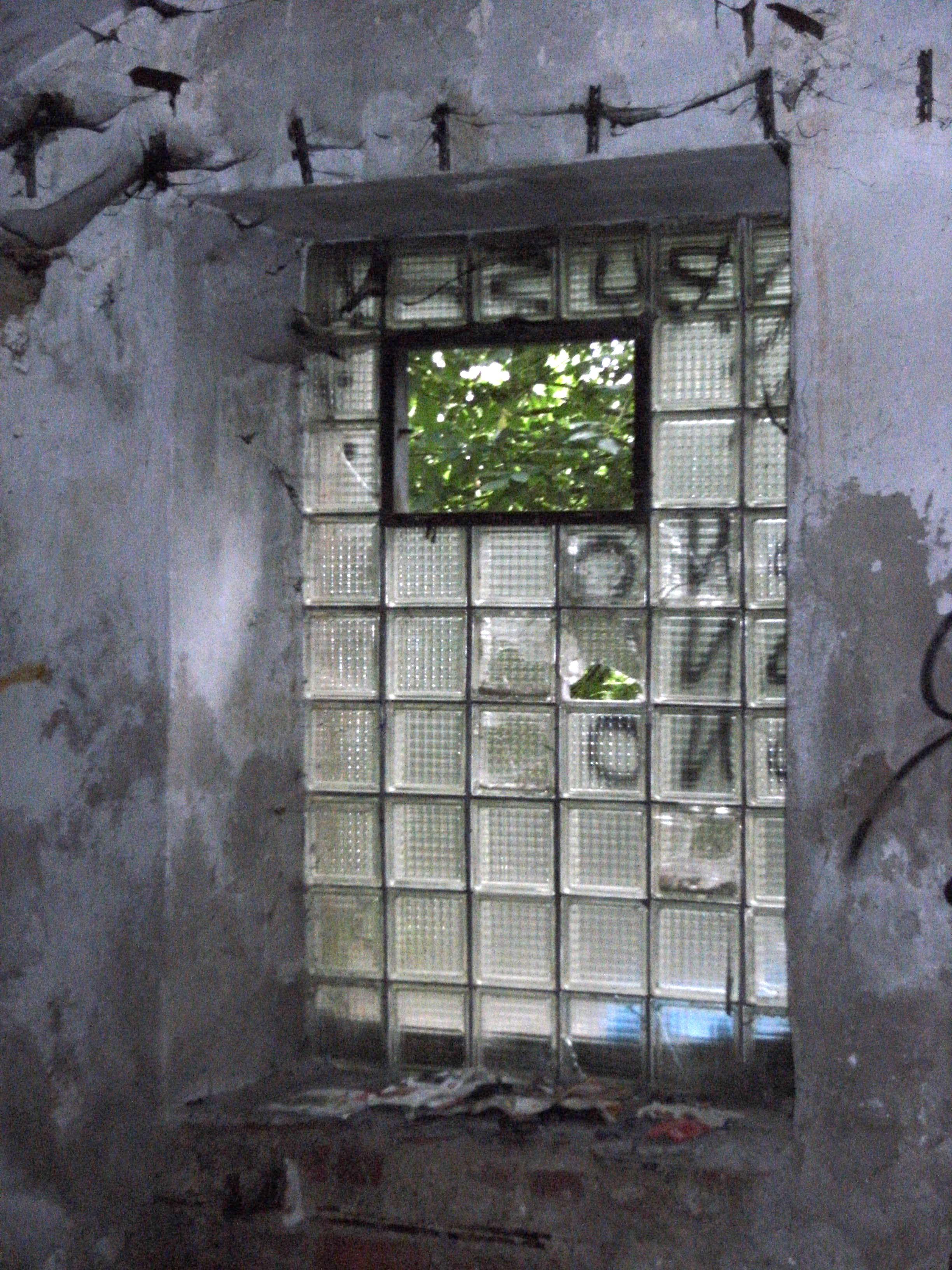 File glass block window factory ruins graffiti esk for Where to buy glass block windows