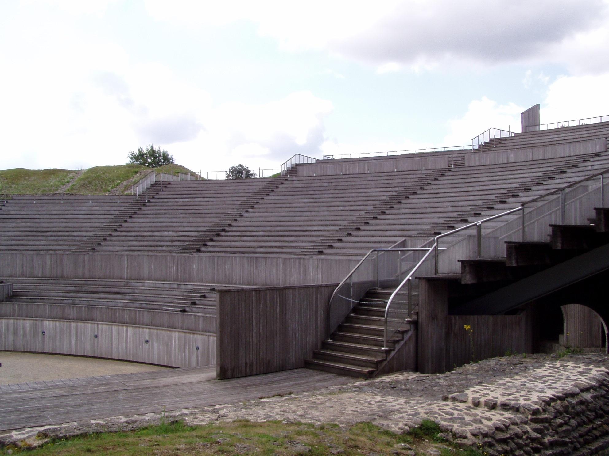 Grand amphitheatre gradins.jpg