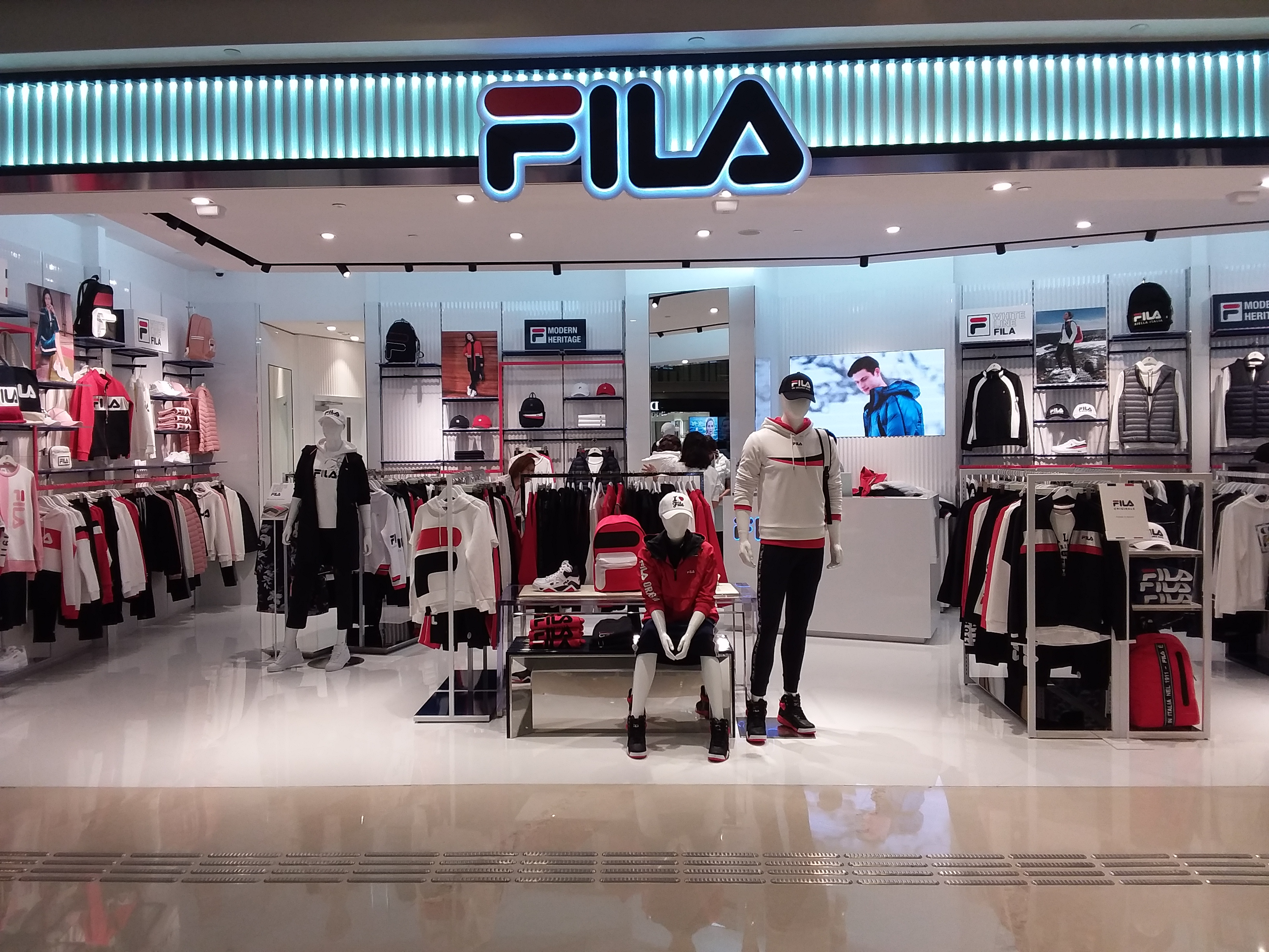 File HK Yuen Long 形點 Yoho Mall shop 斐樂 Fila clothing Sept 2018 SSG.jpg 42c2b15f0963