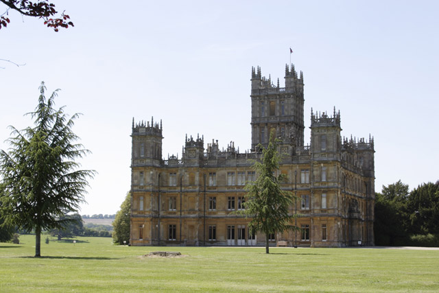 File highclere castle wikimedia commons - Downton abbey chateau ...