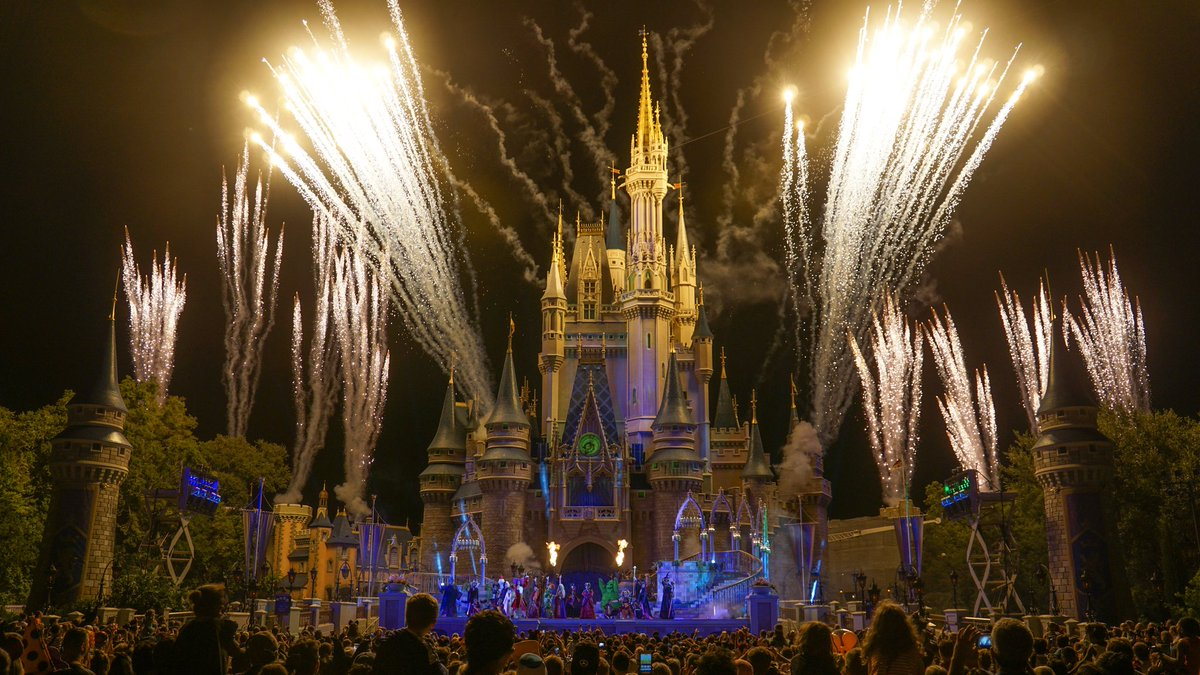 Image result for disney world Hocus Pocus Villain Spelltacular