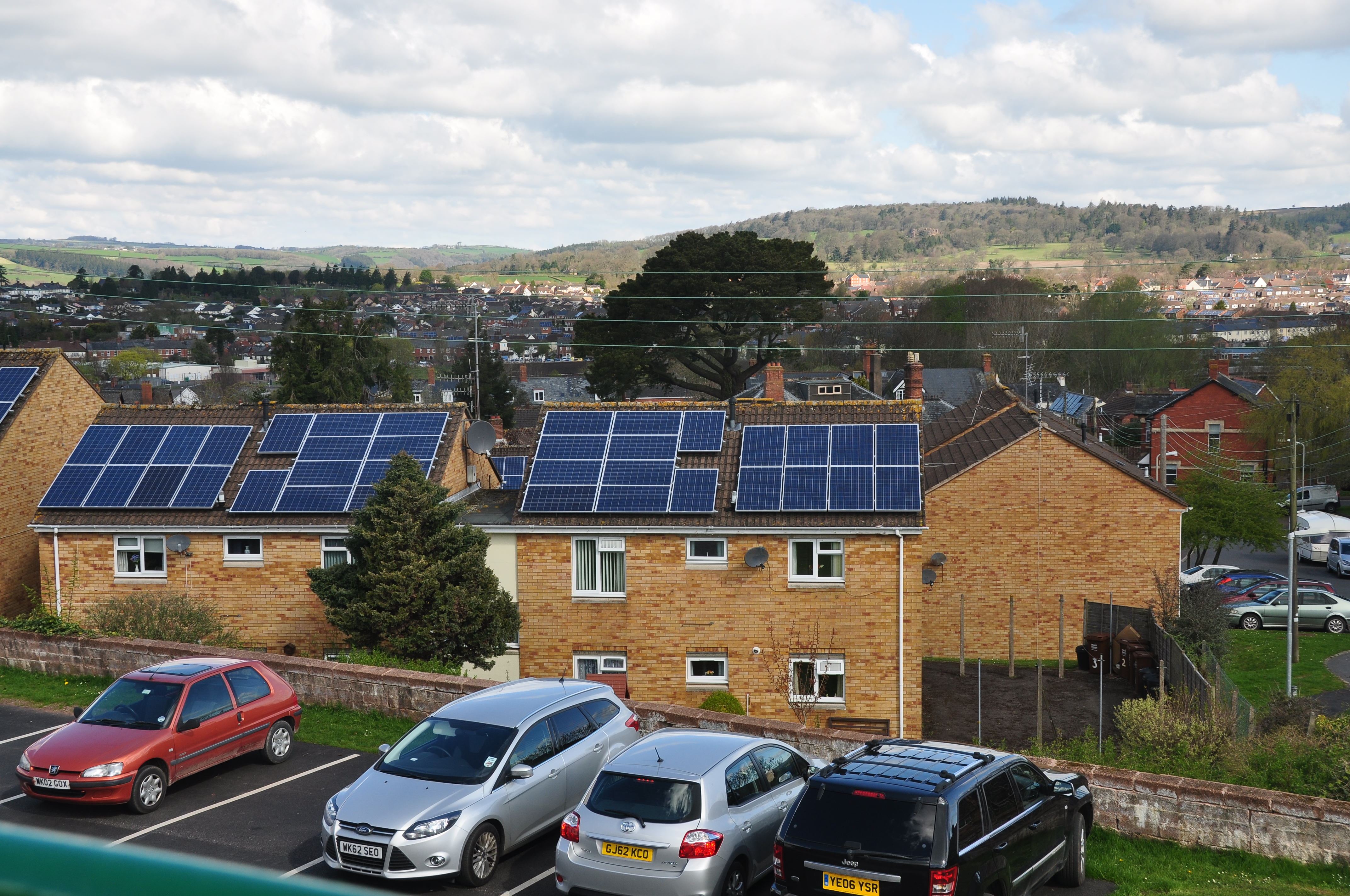 File:Houses with solar panels below the Grand Western Canal basin in  Tiverton (2689