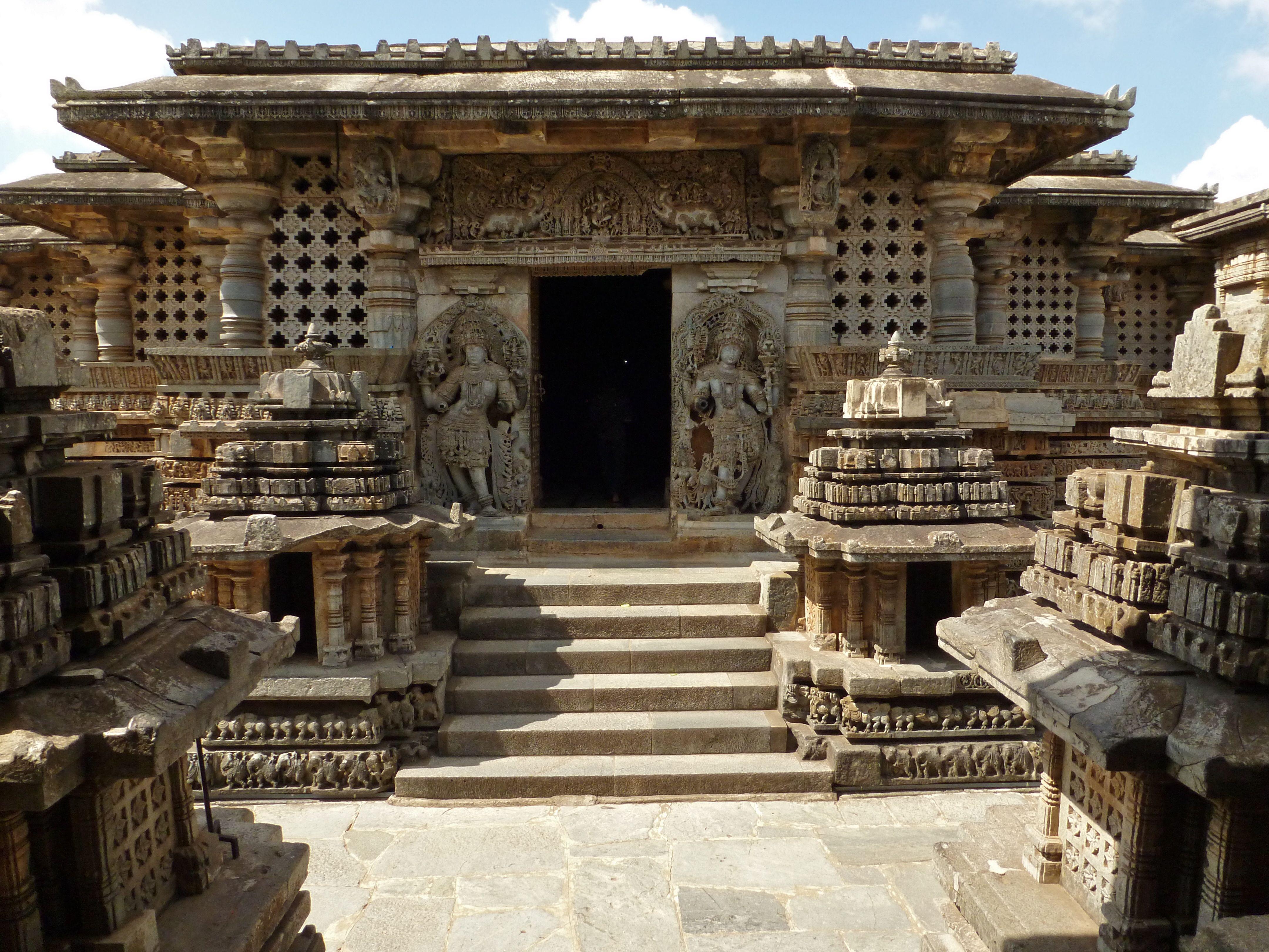 File:Hoysaleshvara temple, Halebid.jpg - Wikimedia Commons