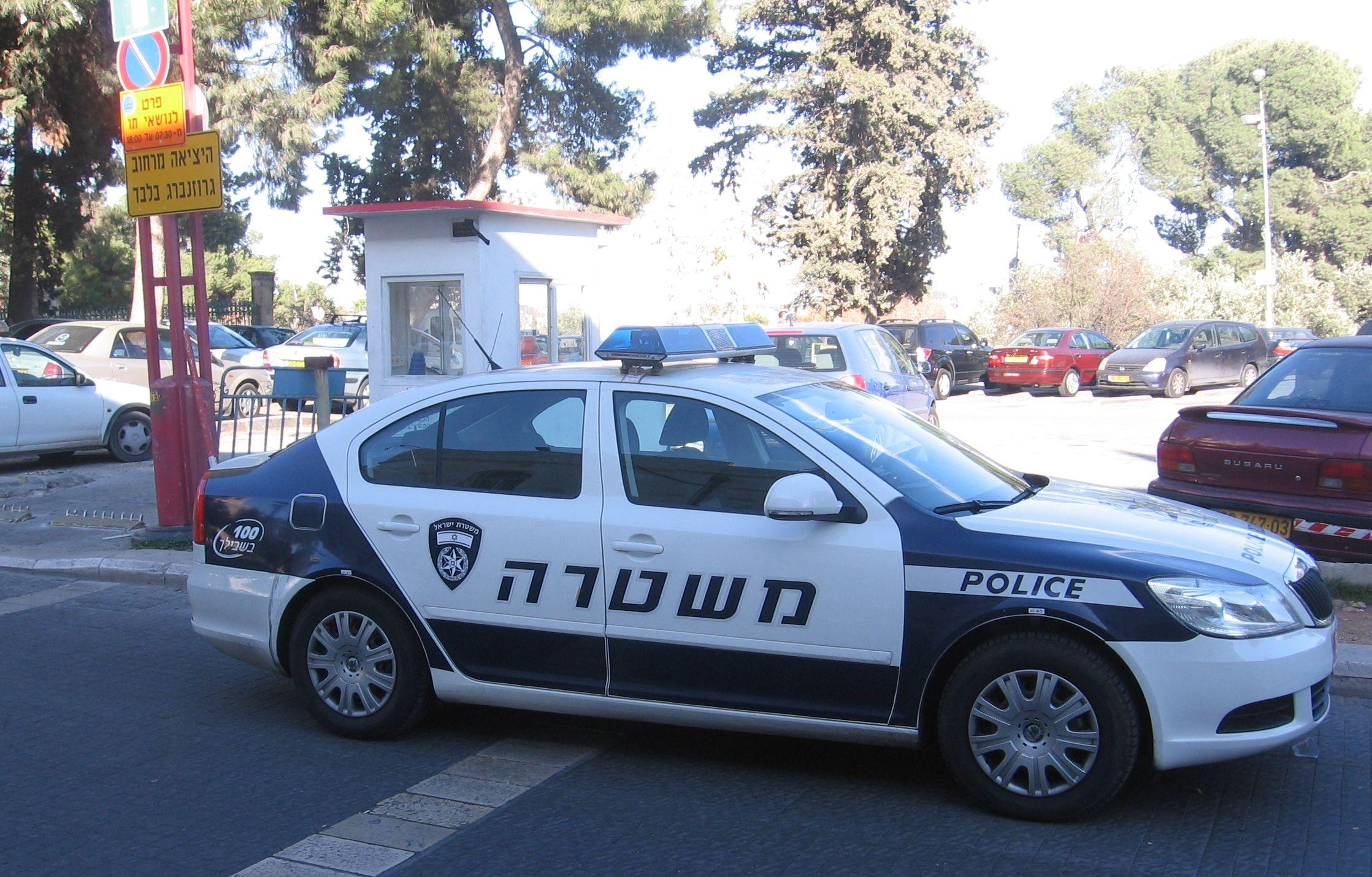 Skoda au service de la police - Page 2 Israel_Police_squad_car