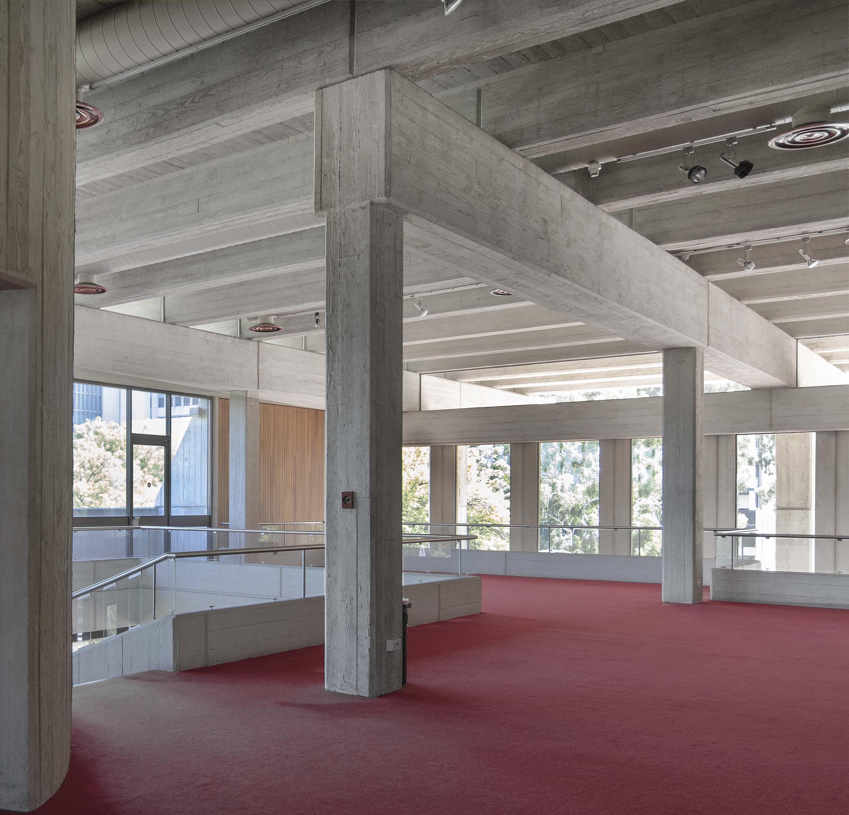 Foyer a livello della Galleria che mostra le colonne e l architrave