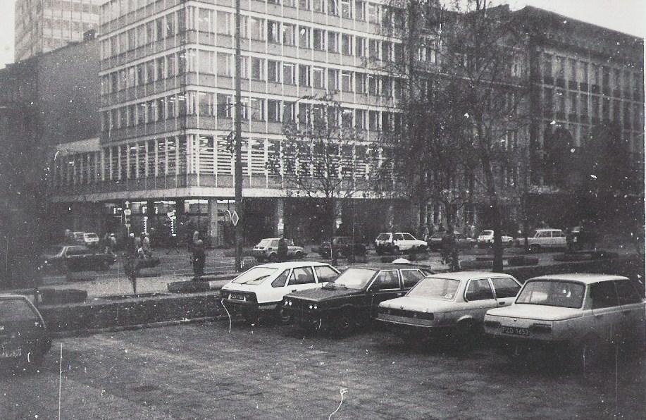 https://upload.wikimedia.org/wikipedia/commons/8/8b/Kasia%2C_Poznan%2C_21.11.1989.jpg
