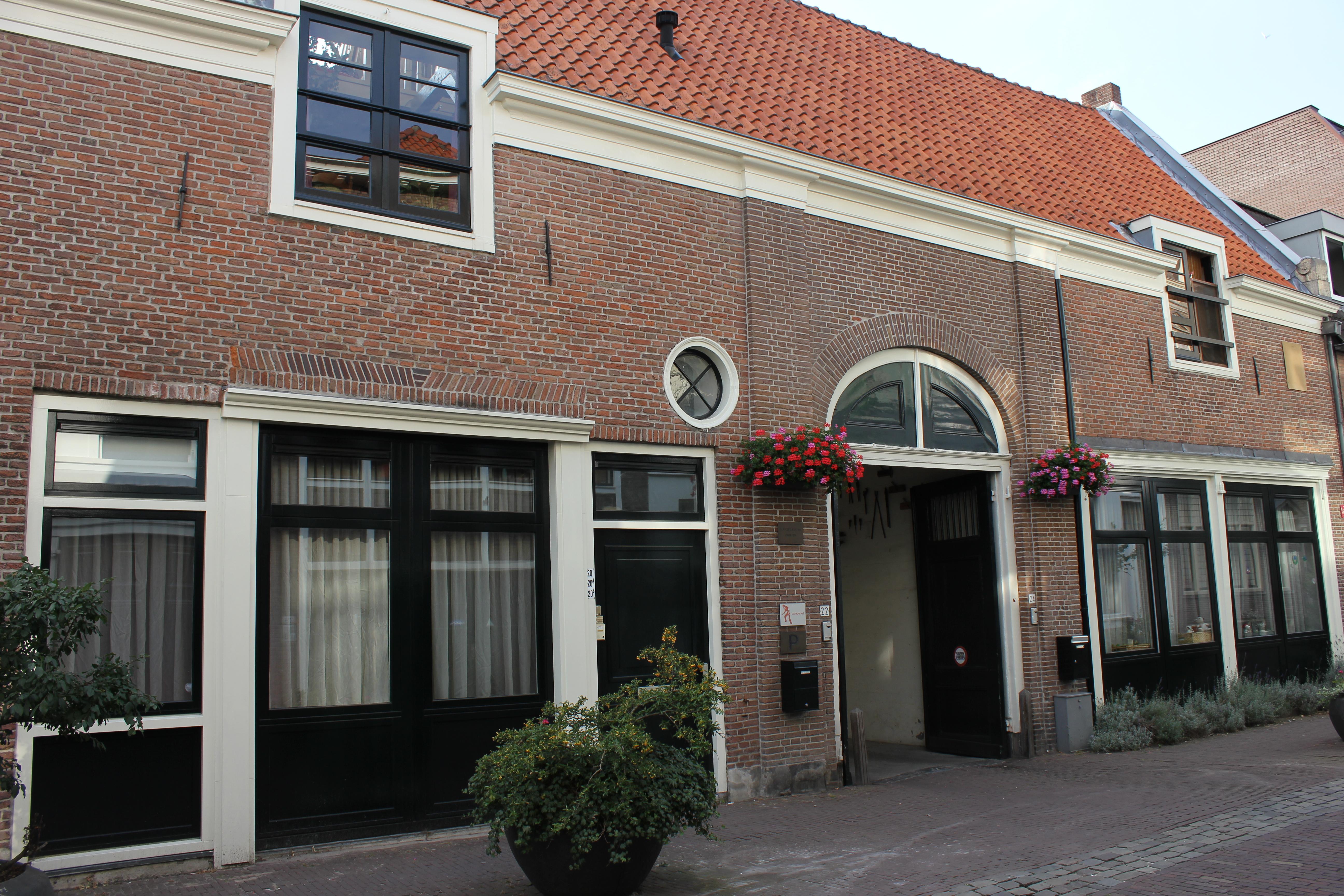 Koetshuis van het huis leedenberch in utrecht monument for Huis utrecht