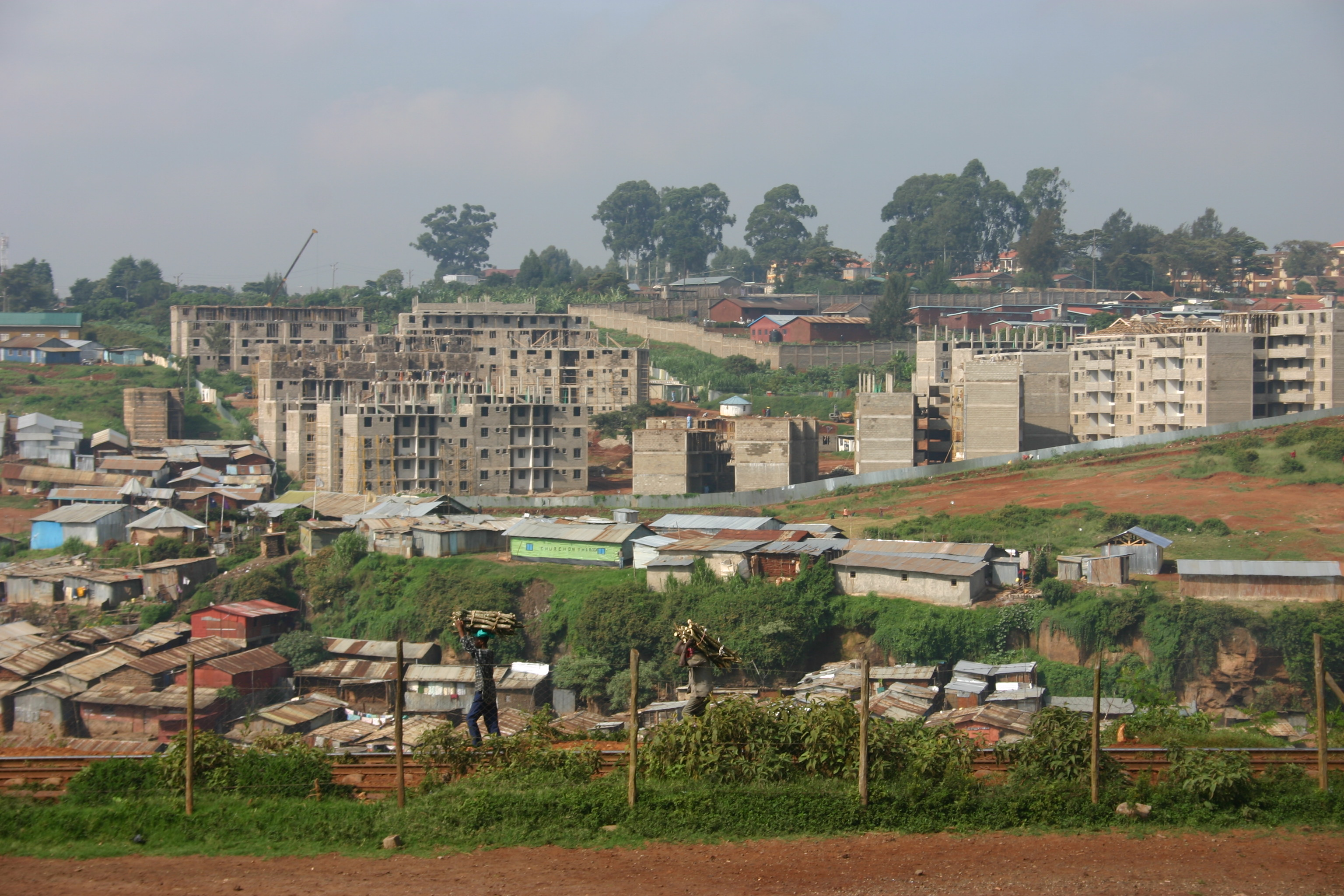 https://upload.wikimedia.org/wikipedia/commons/8/8b/Kibera,_Nairobi_May_2007.jpg