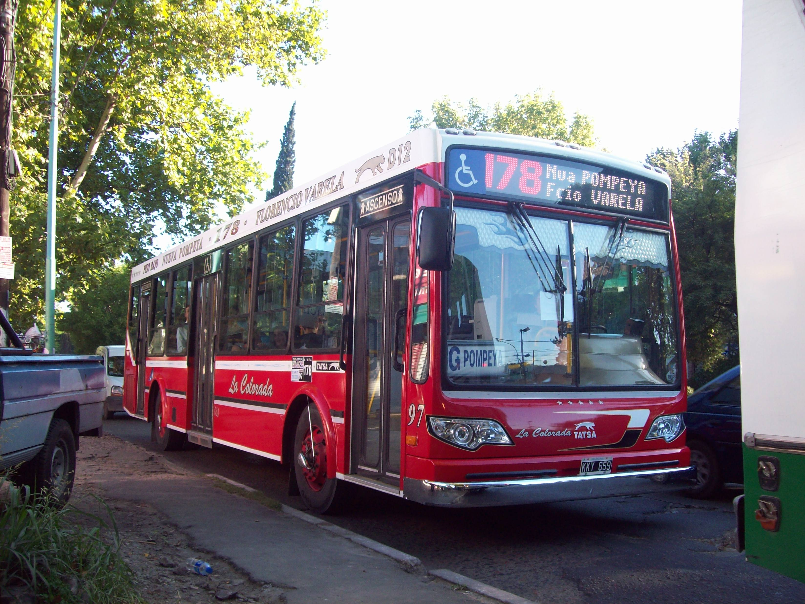 File:Línea 178 en Florencio Varela V.JPG