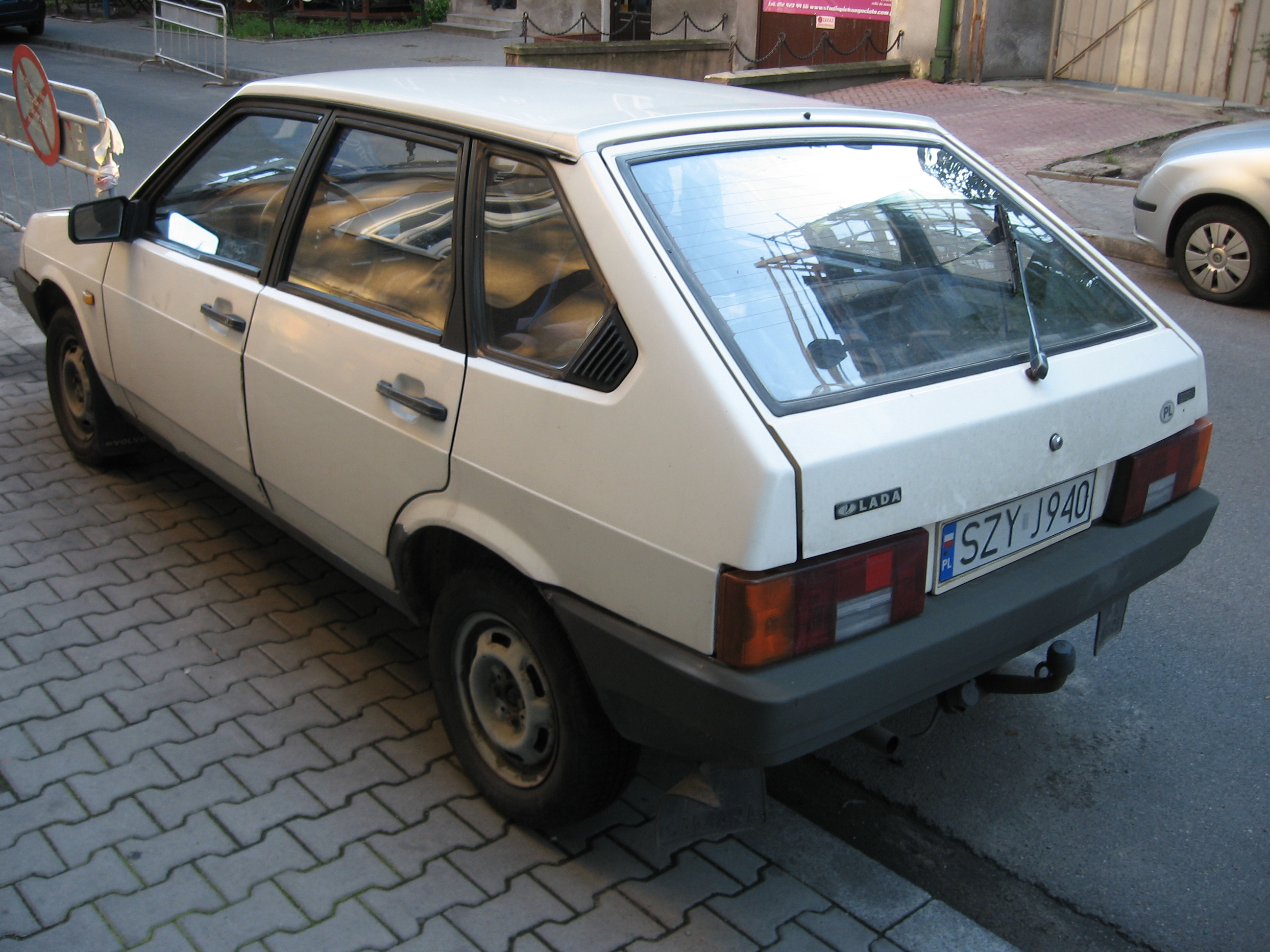 File:Lada Samara 2109 in Kraków (1).jpg