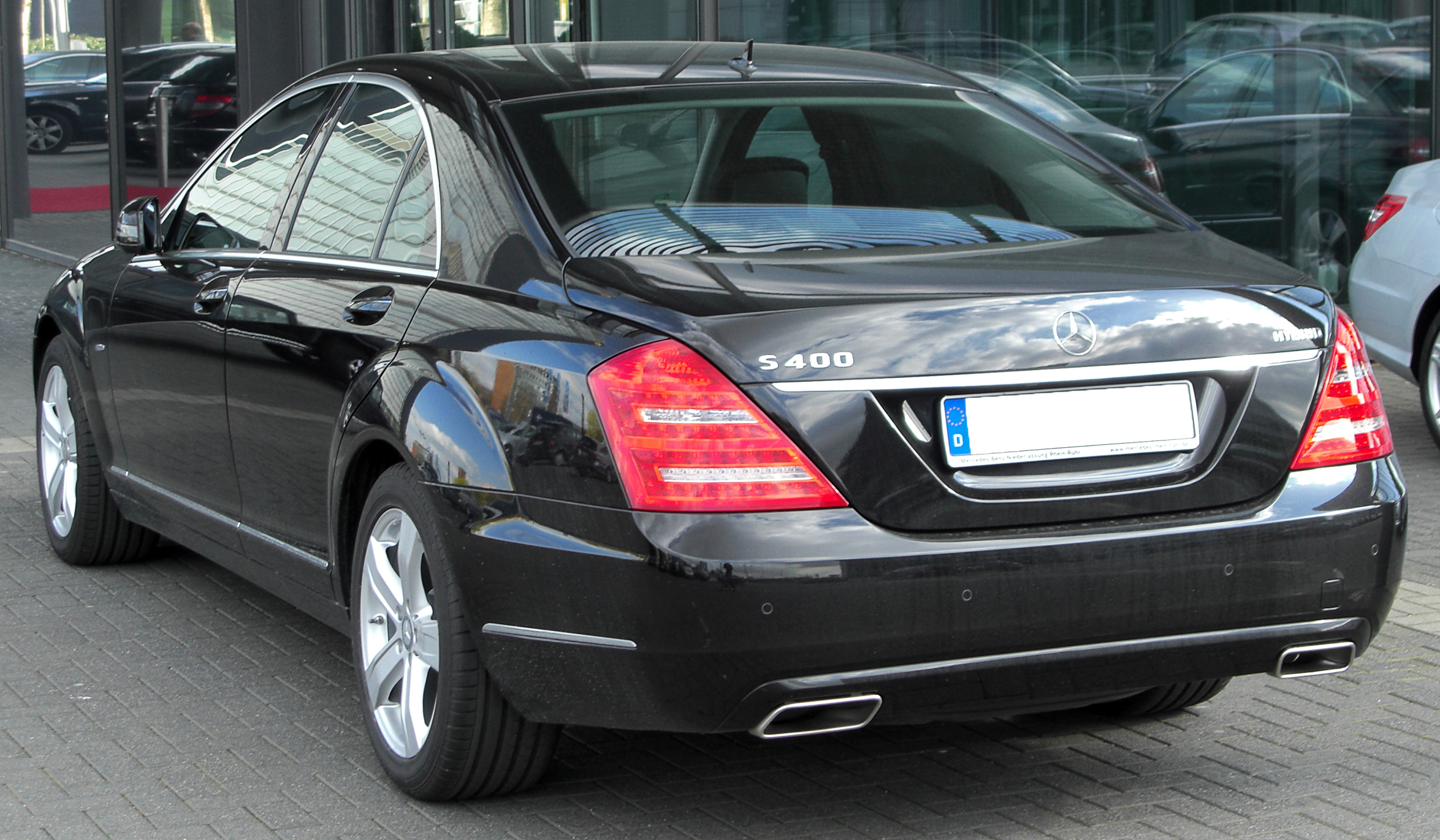 File:Mercedes S 400 HYBRID (W221) Facelift rear 20100410.jpg ...