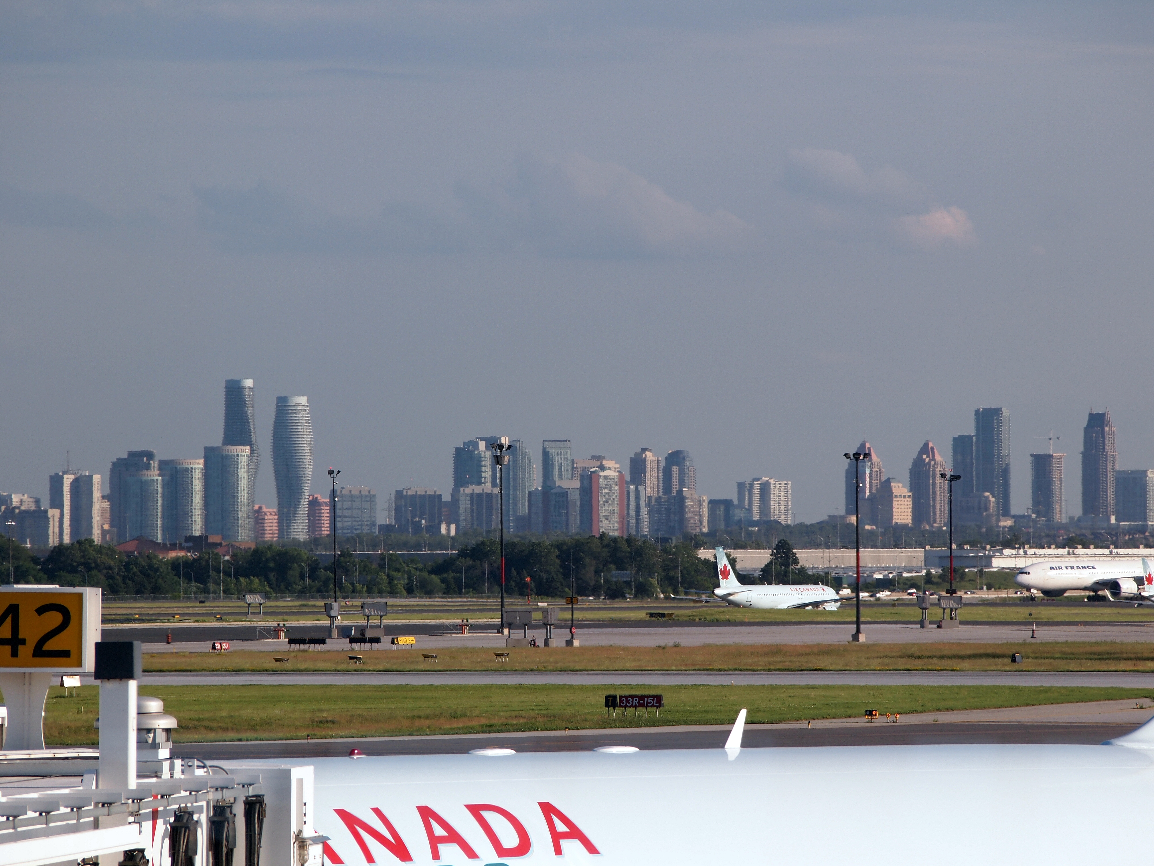 Mississauga skyline from Pearson.jpg